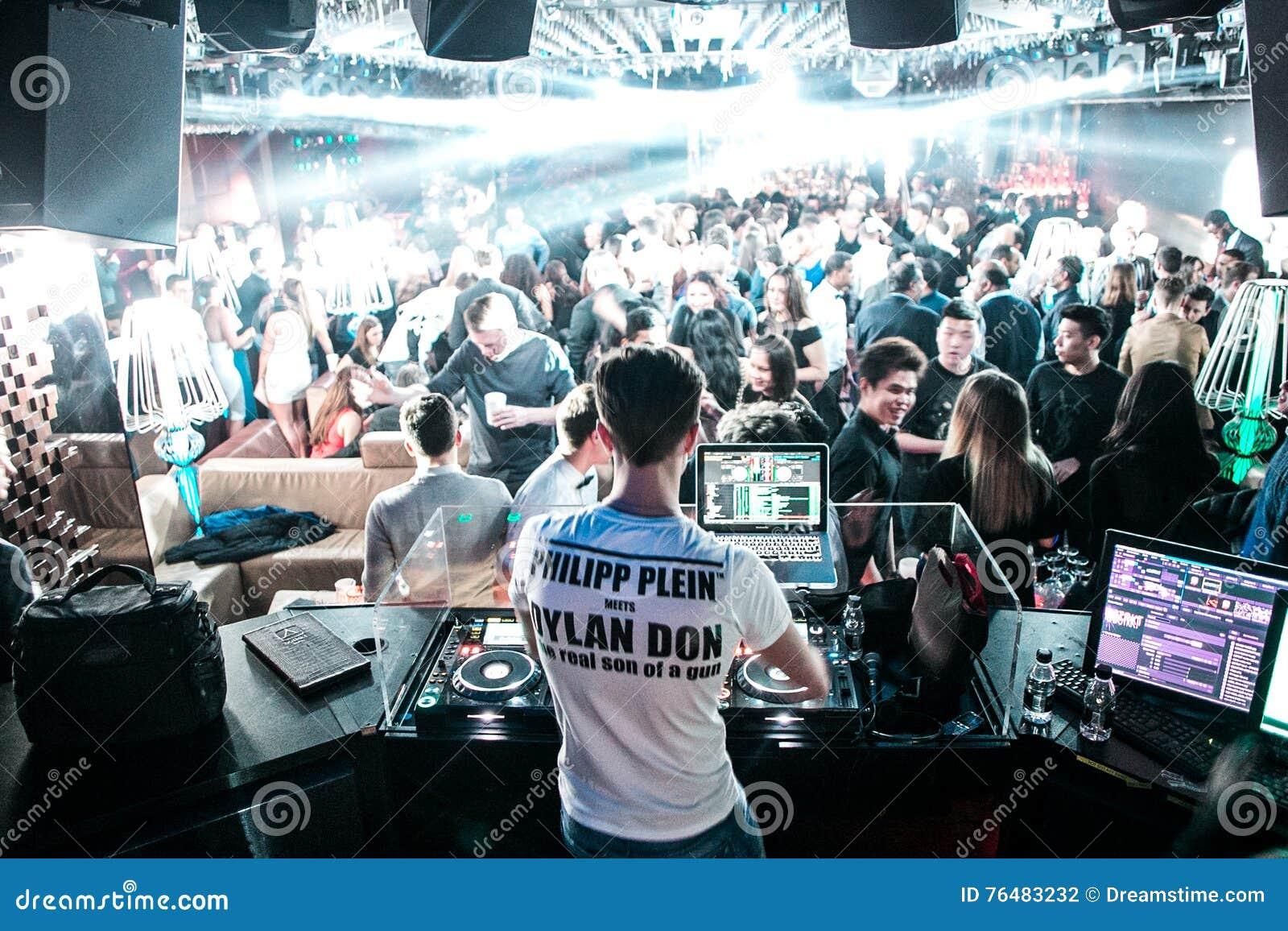 DJ in London schlagen mit einer Keule