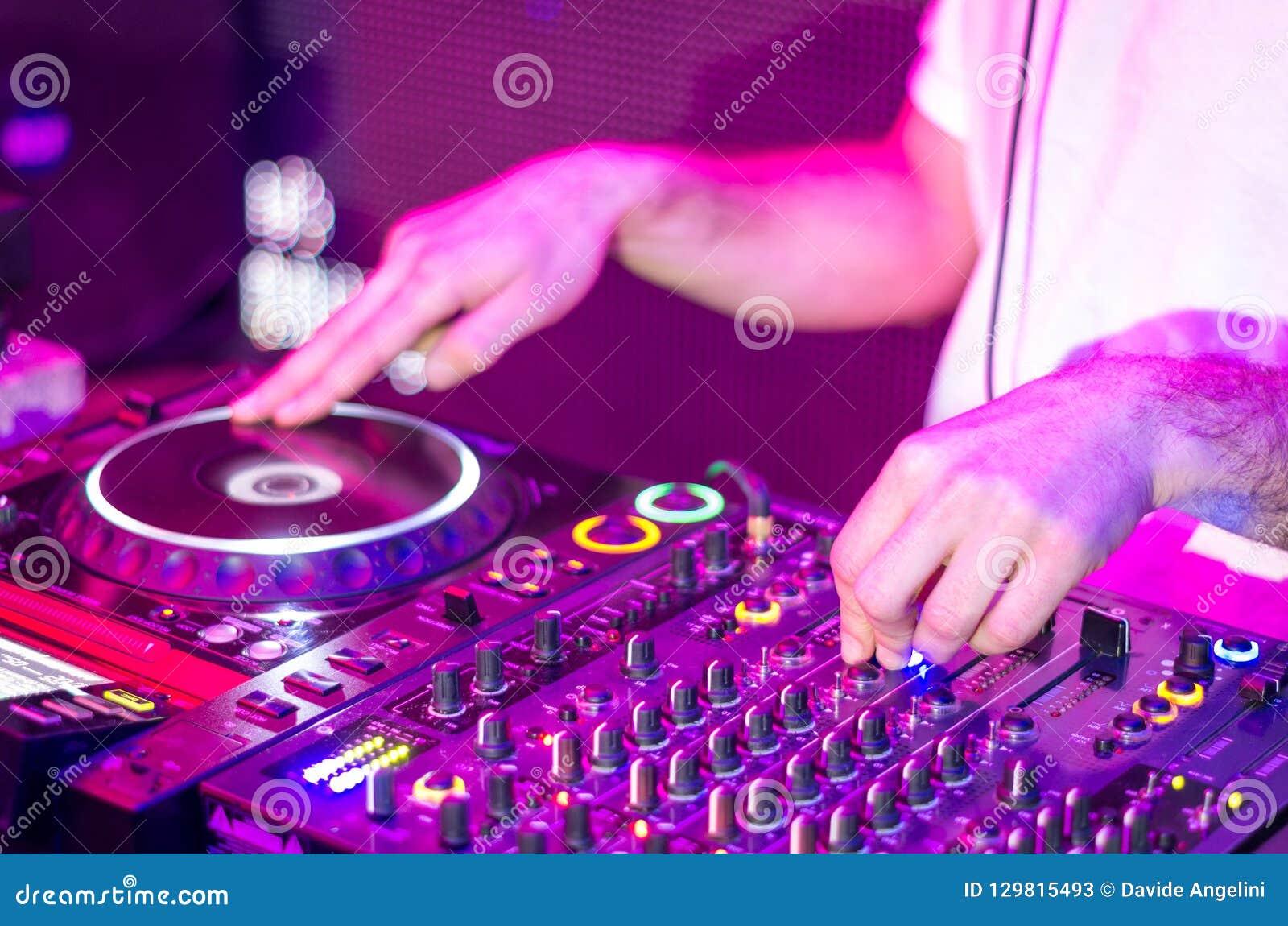 Dj mieszać muzyki