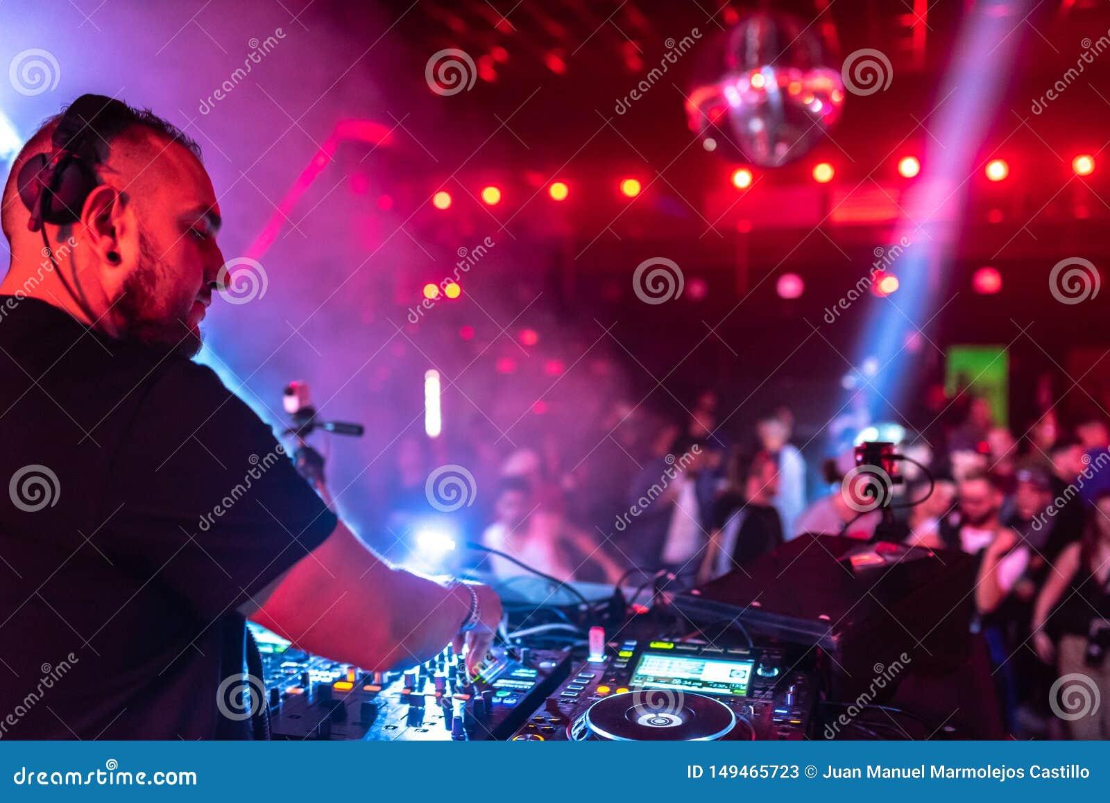 ночной клуб музыка техно
