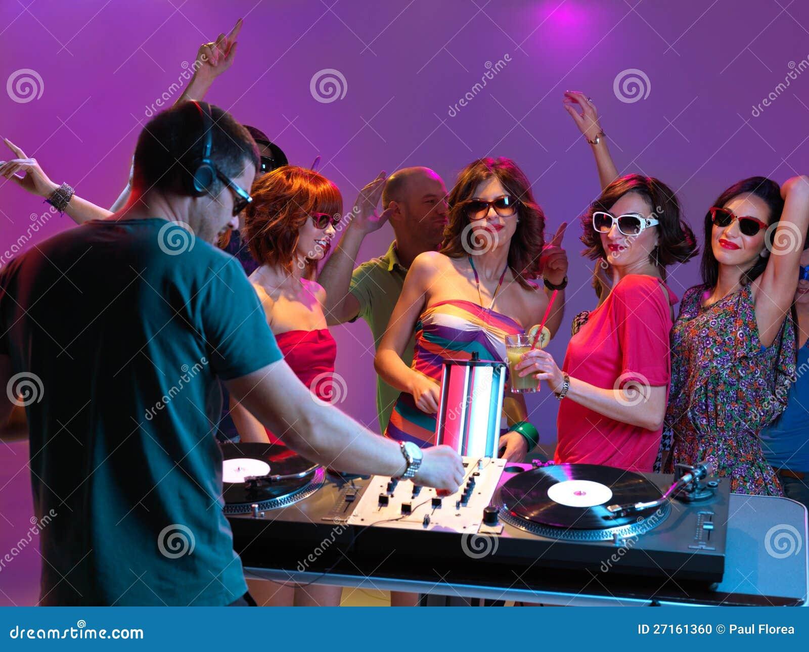 Развлечение женщин в ночных клубах 19 фотография