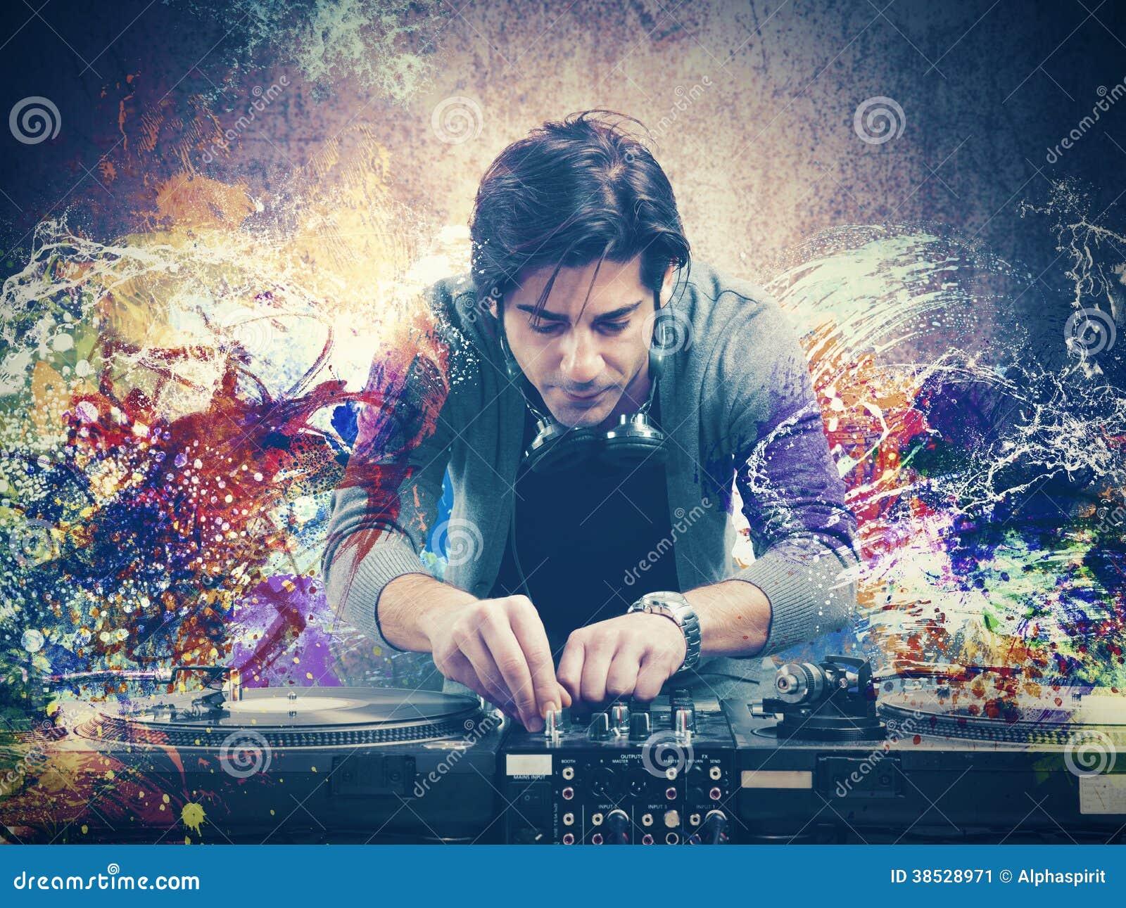 DJ que joga a música