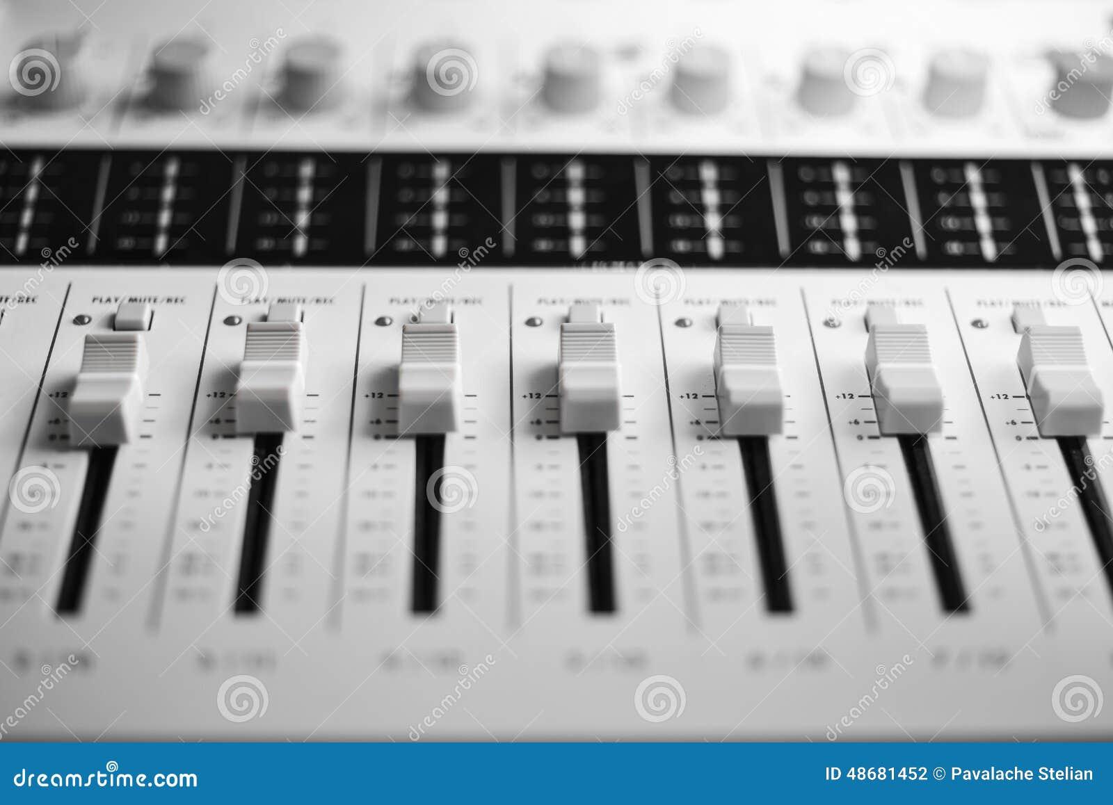 Dj wyposażenia melanżeru muzyki s dźwięka styl