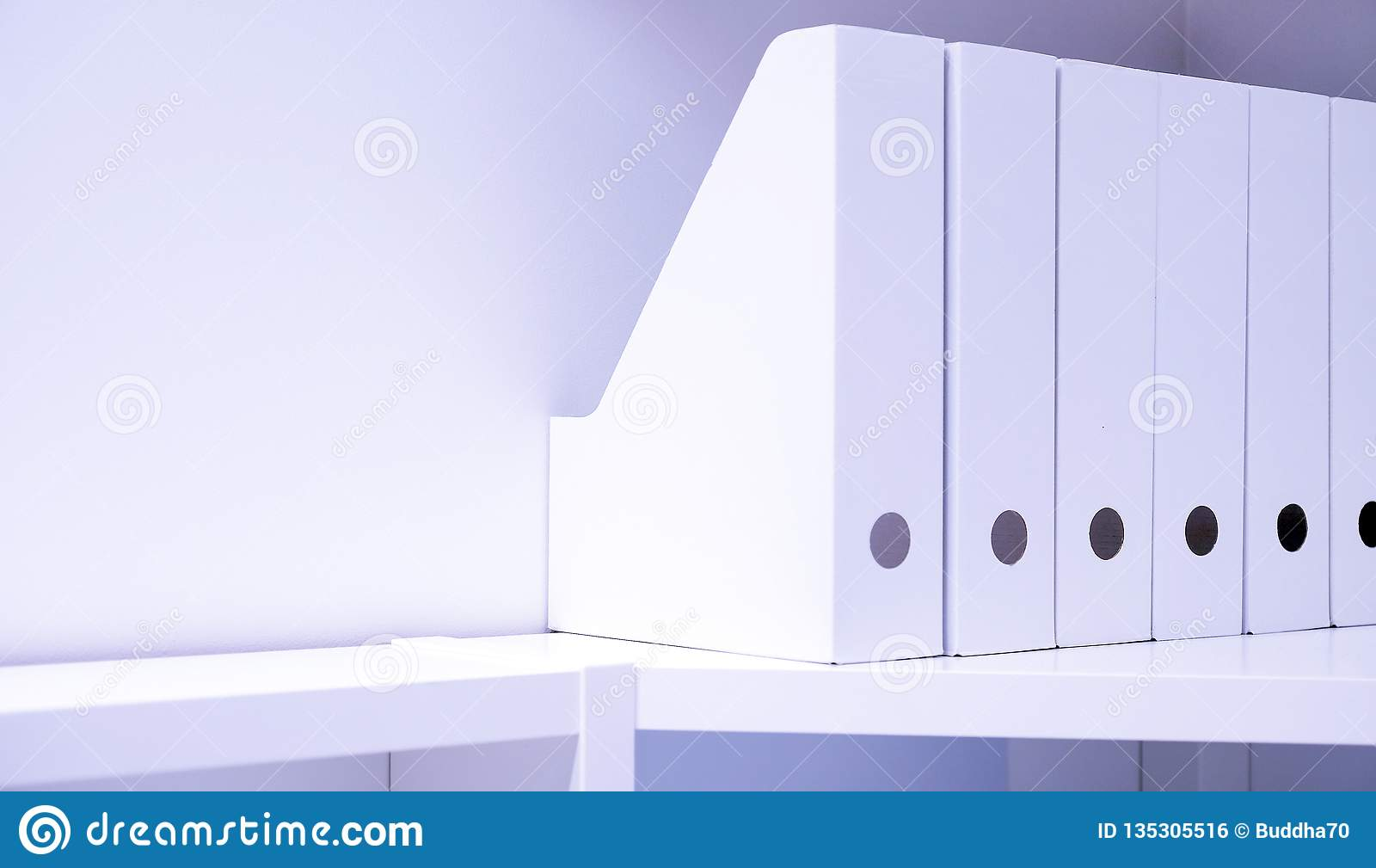 Dla dokumentów biurowe falcówki Falcówka z kartotekami na kredensie w biurze, archiwum i dokumentach jaskrawych nowożytnych,