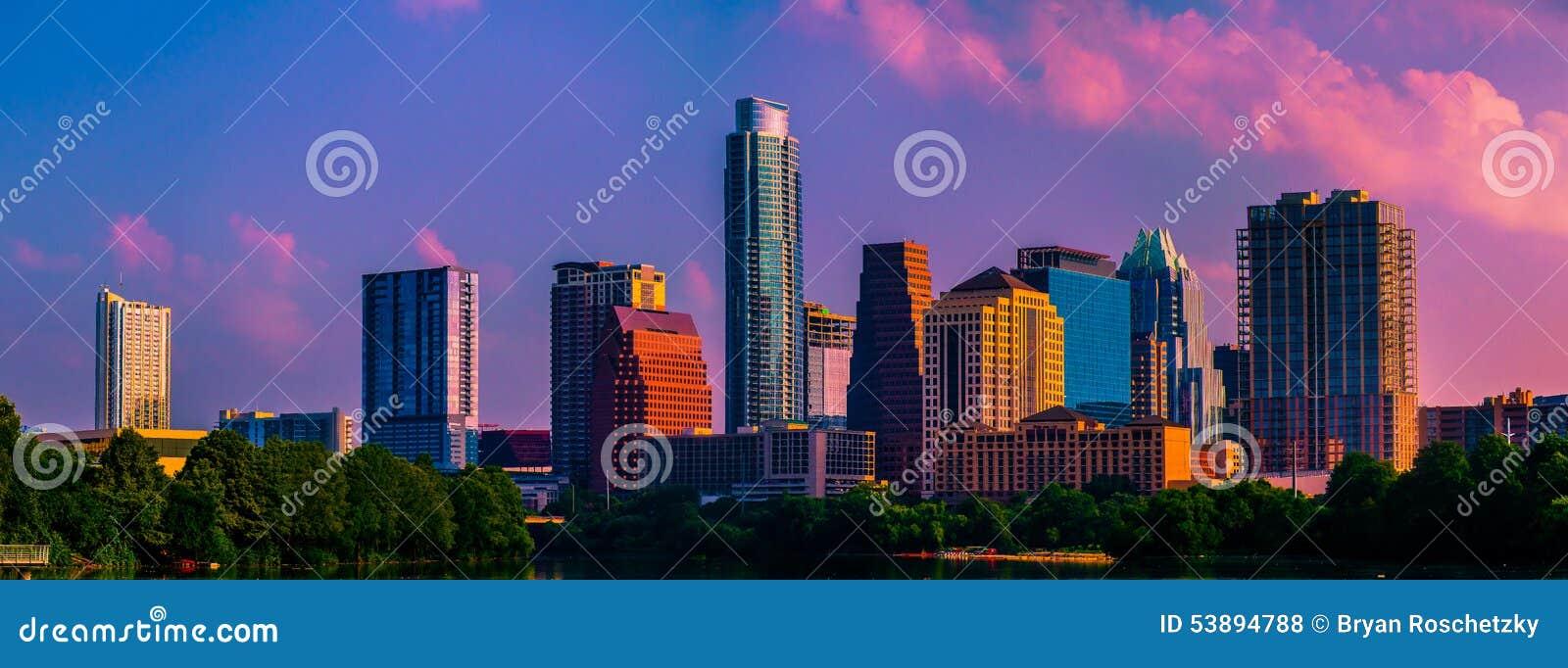 Dnia Dobrego Ameryko Austin Teksas menchia Chmurnieje linię horyzontu