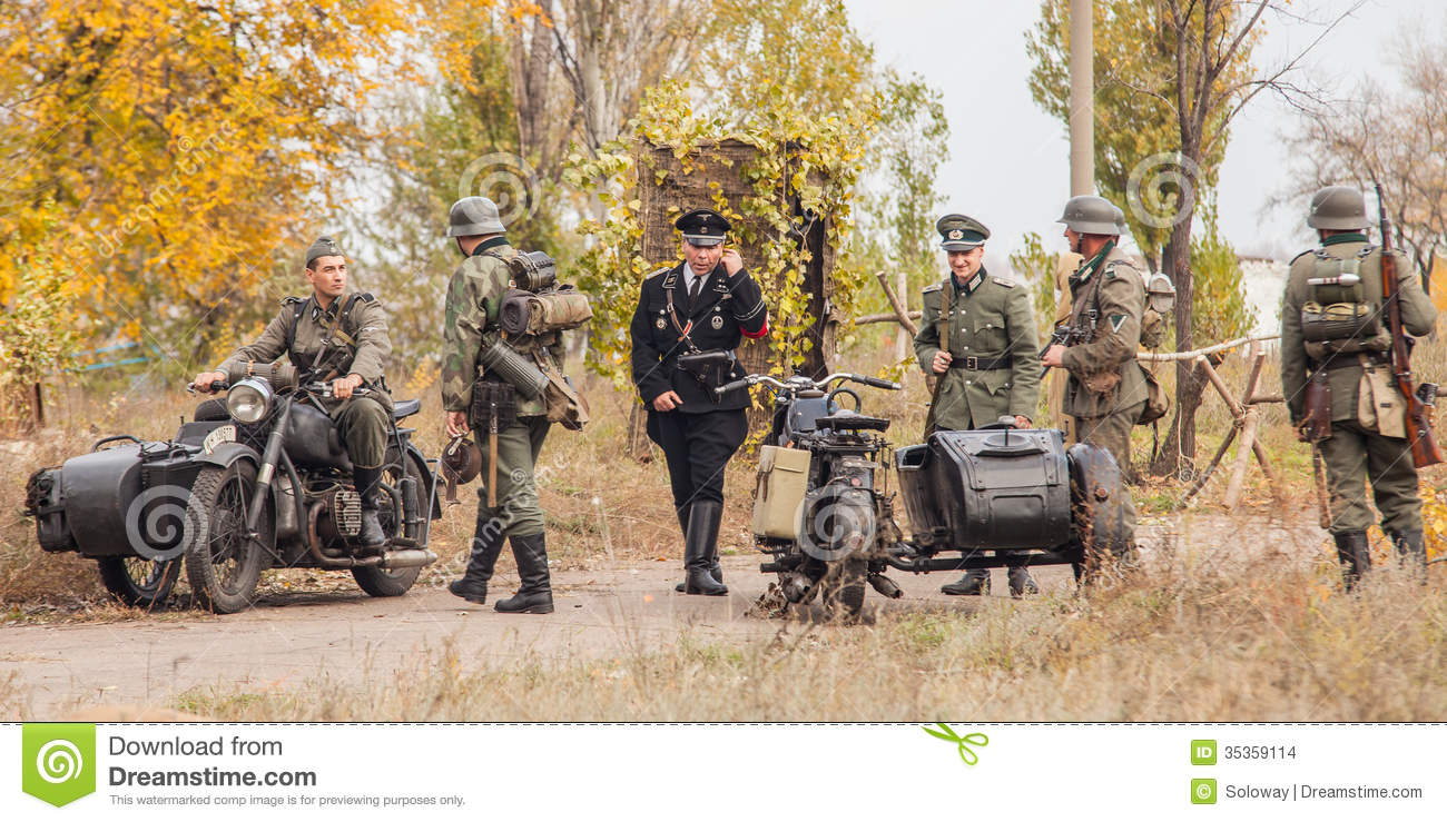 http://thumbs.dreamstime.com/z/dniprodzerzhynsk-ukraine-october-member-historical-reenactment-nazi-germany-uniform-october-dniprodzerzhy-35359114.jpg