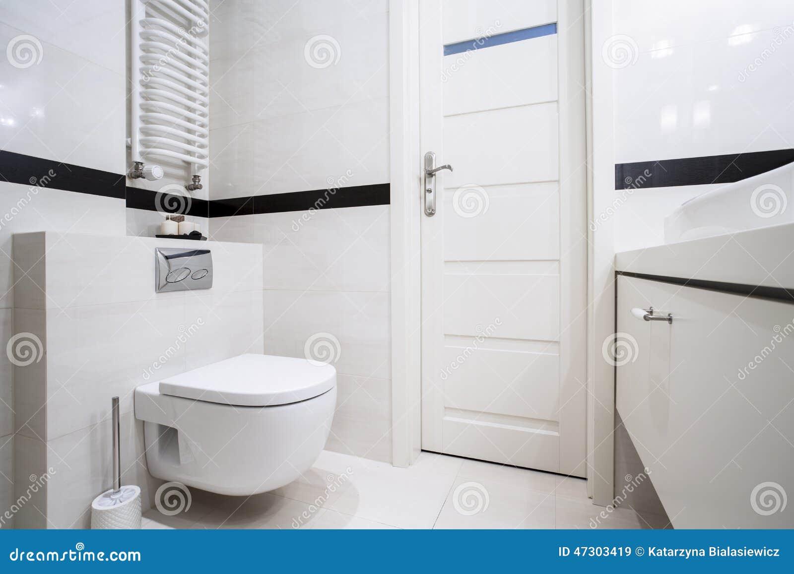 Do Banheiro Parte Traseira E Branco Modernos Dentro Foto de Stock  #82A328 1300x957 Banheiro Branco E Marron