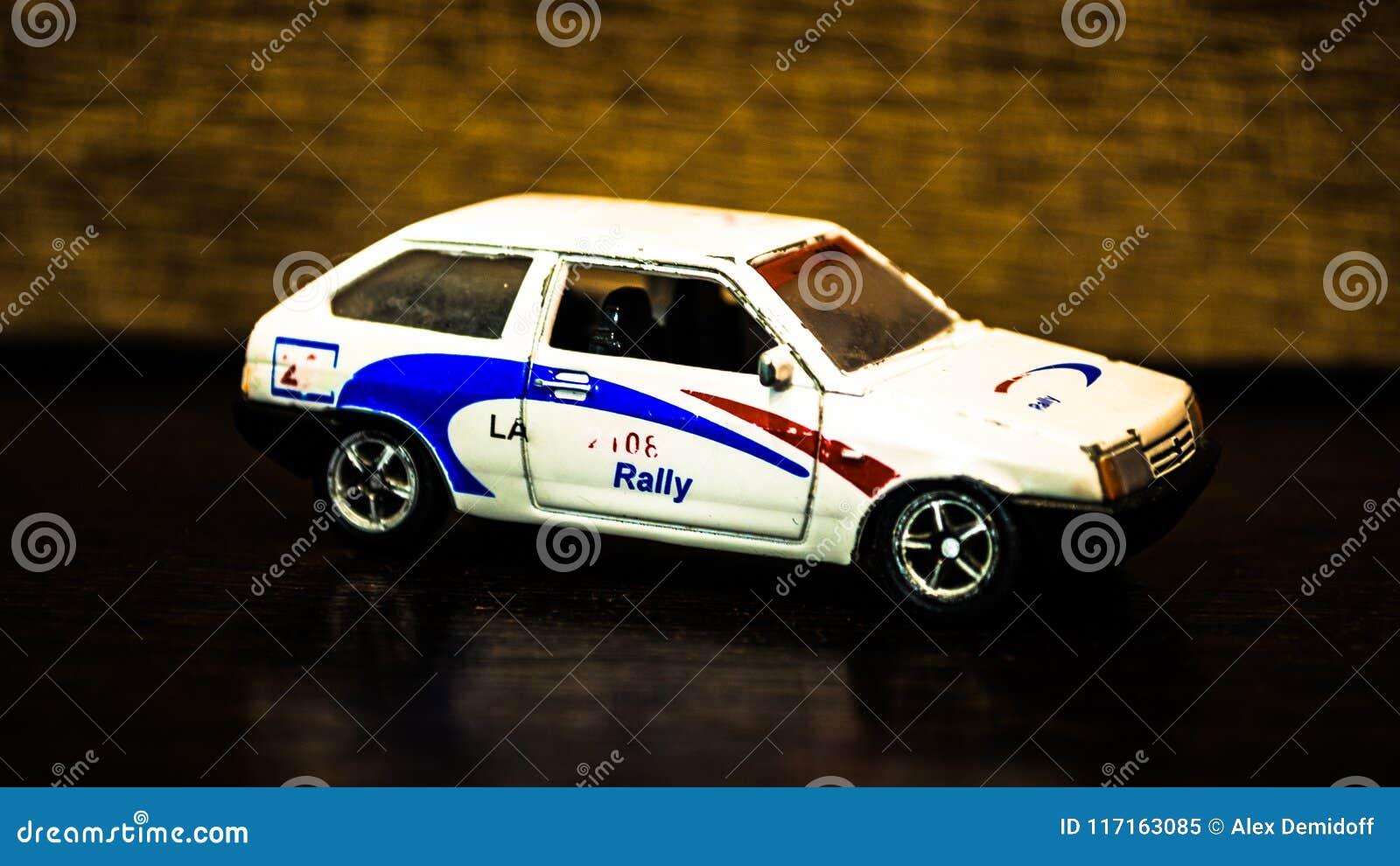 ` Do carro do ` do brinquedo do ` s das crianças Carro com porta traseira branco