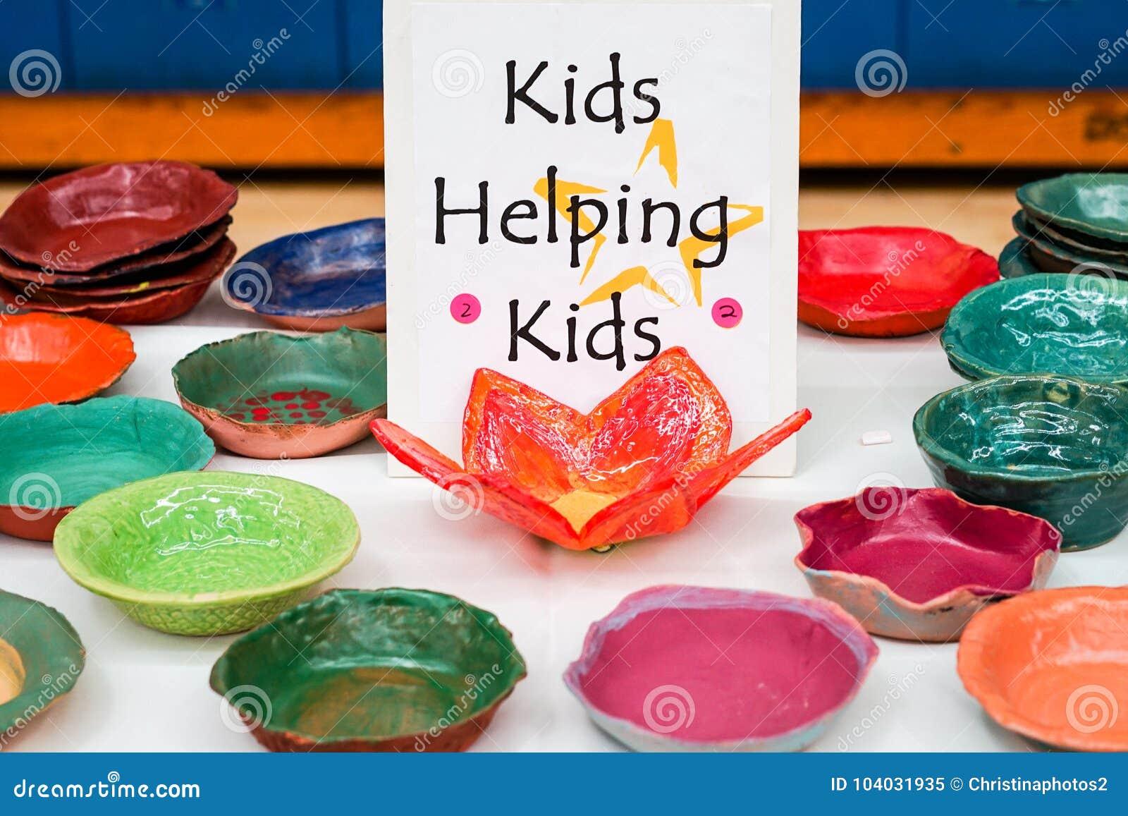 Doações cerâmicas feitas por crianças