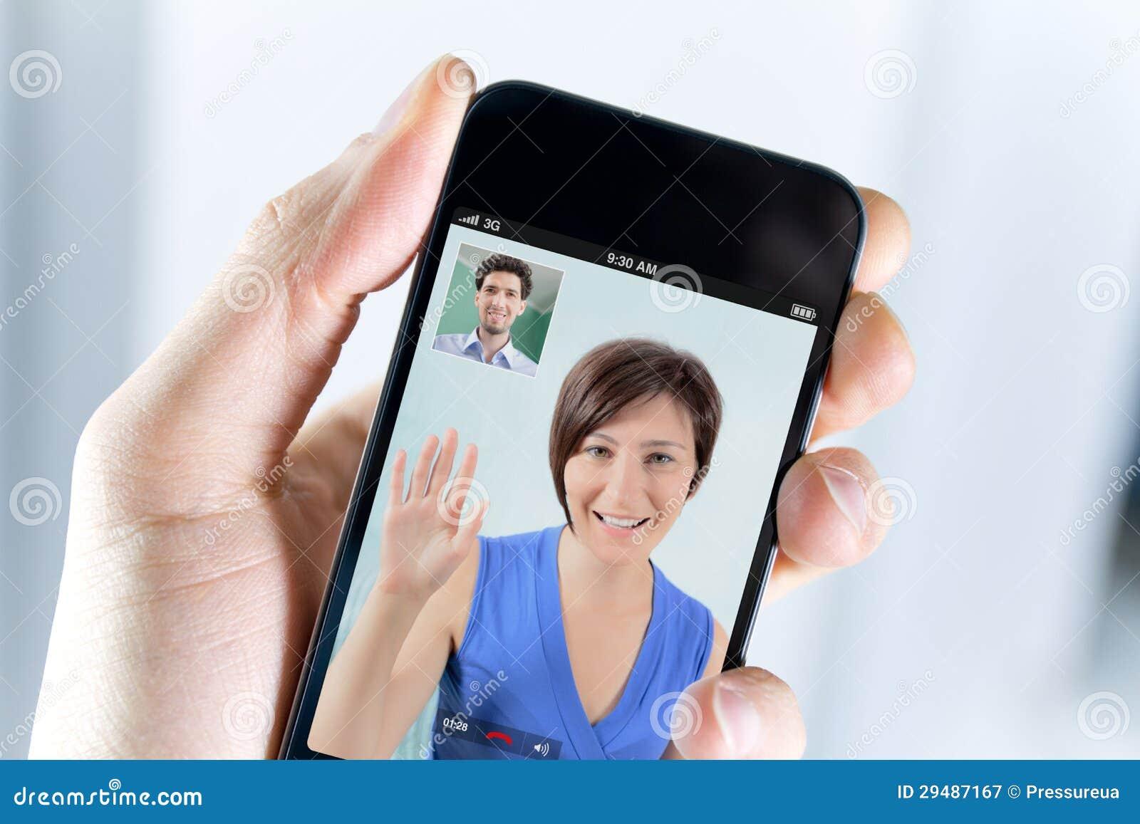 Dobiera się cieszyć się wideo wezwanie od smartphone
