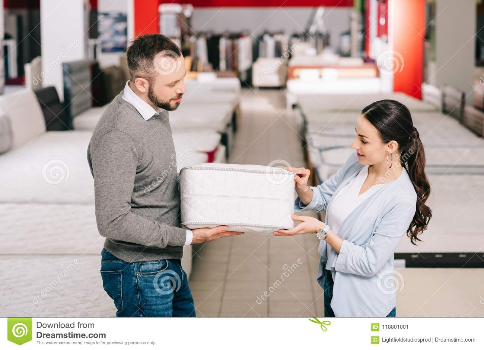 Dobiera się wybierać falcowanie materac w meblarskim sklepie wpólnie