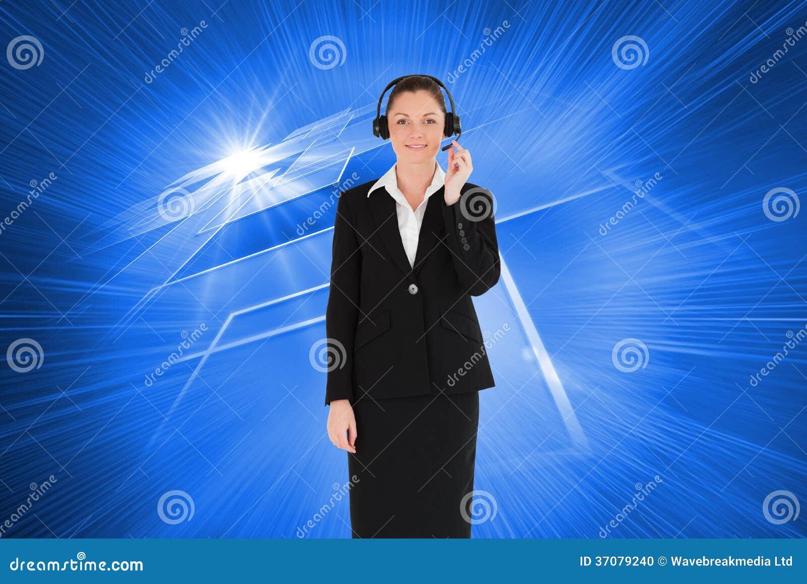 Download Dobra Przyglądająca Kobieta W Kostiumu Używać Hełmofony I Pozować Zdjęcie Stock - Obraz złożonej z kobiety, digitalis: 37079240