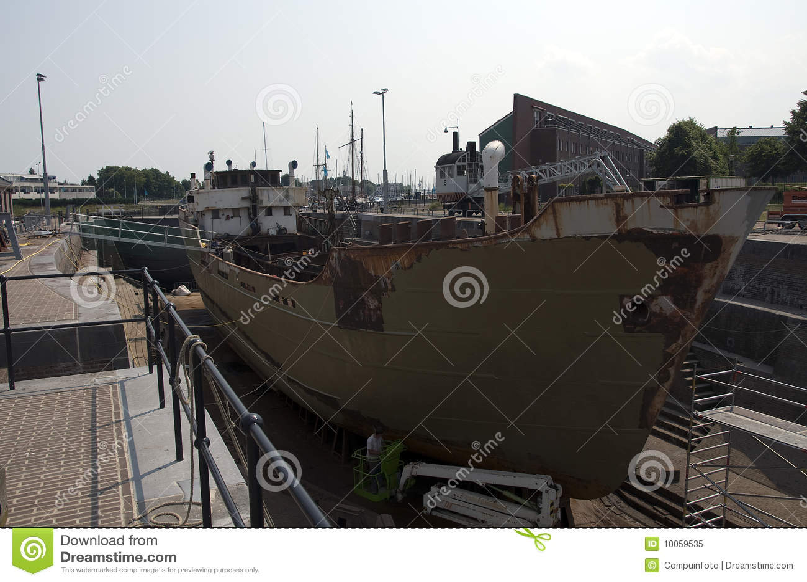 Doca seca do navio velho