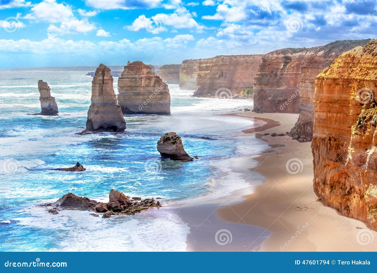 Doce apóstoles a lo largo del gran camino del océano en Australia