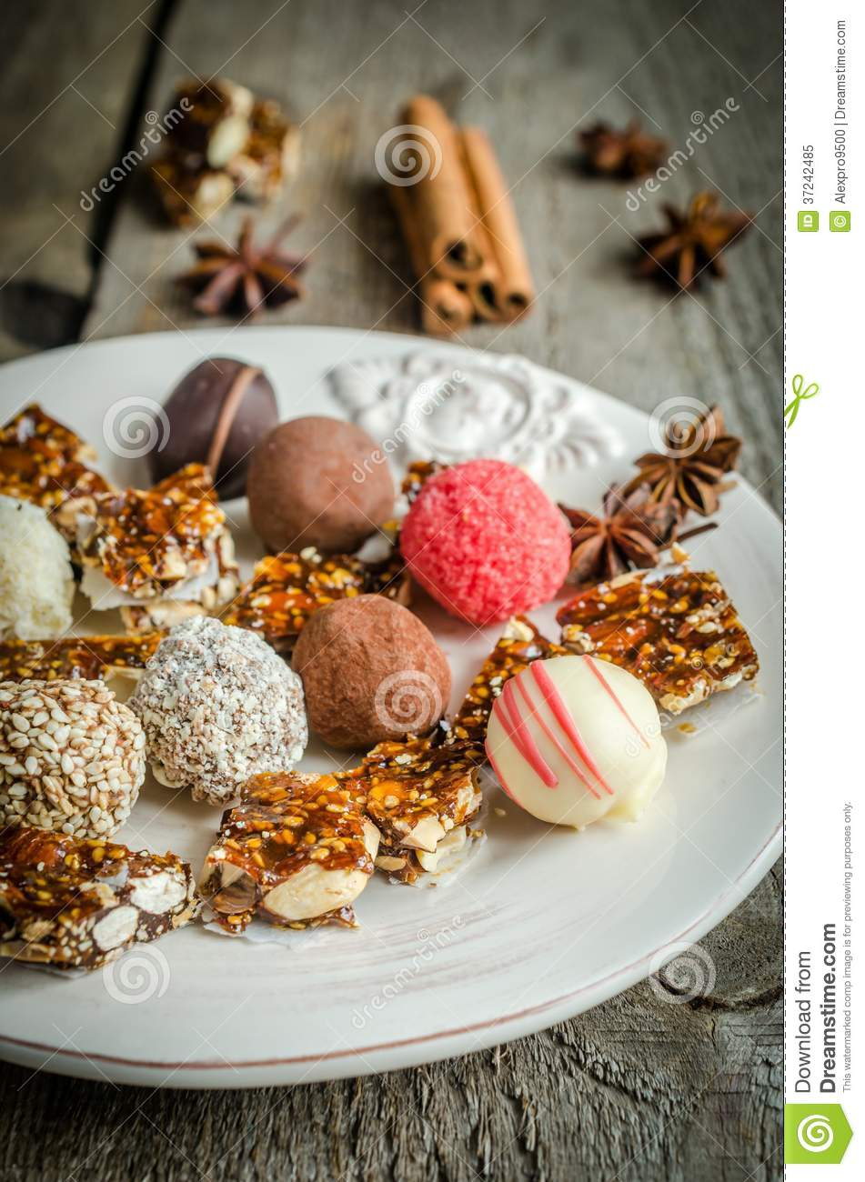 Doces de chocolate com partes do turron