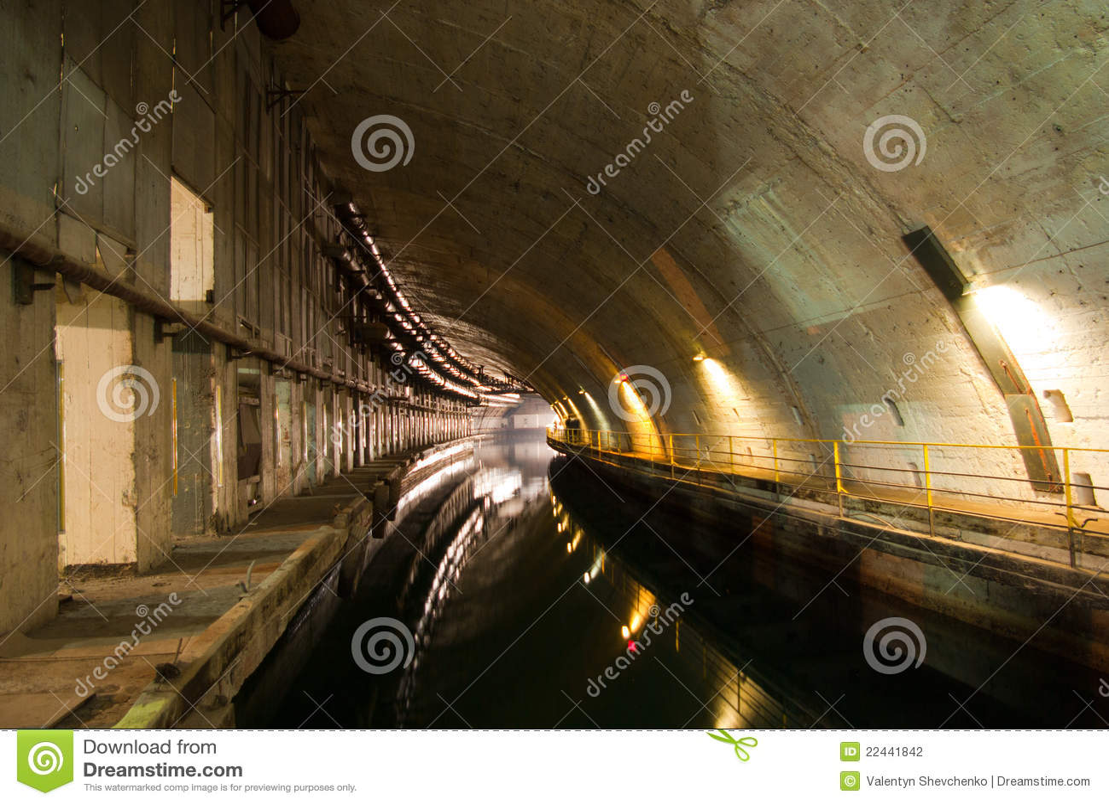 Dockage submarino militar do reparo