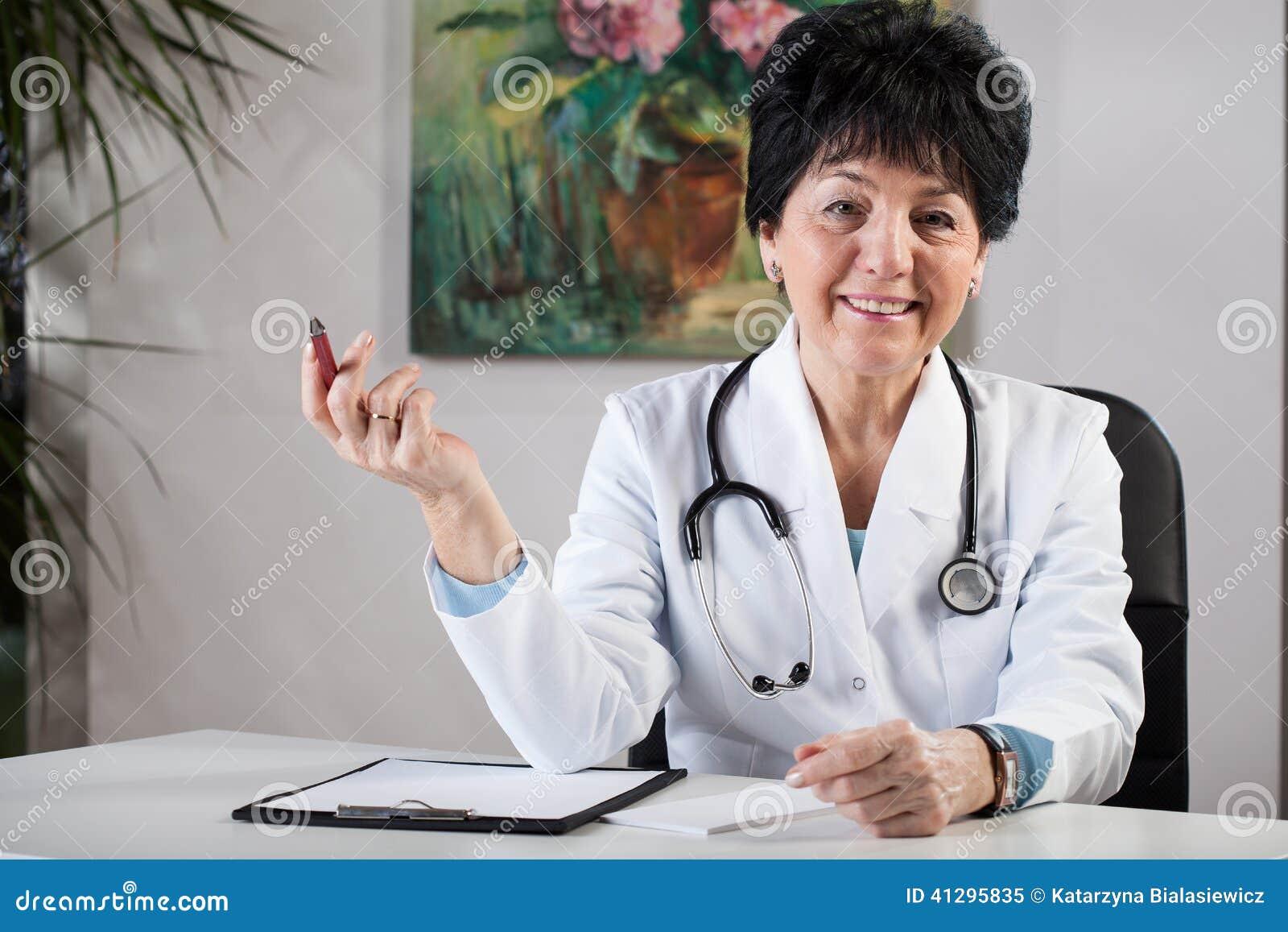 Docteur de femelle de Similing
