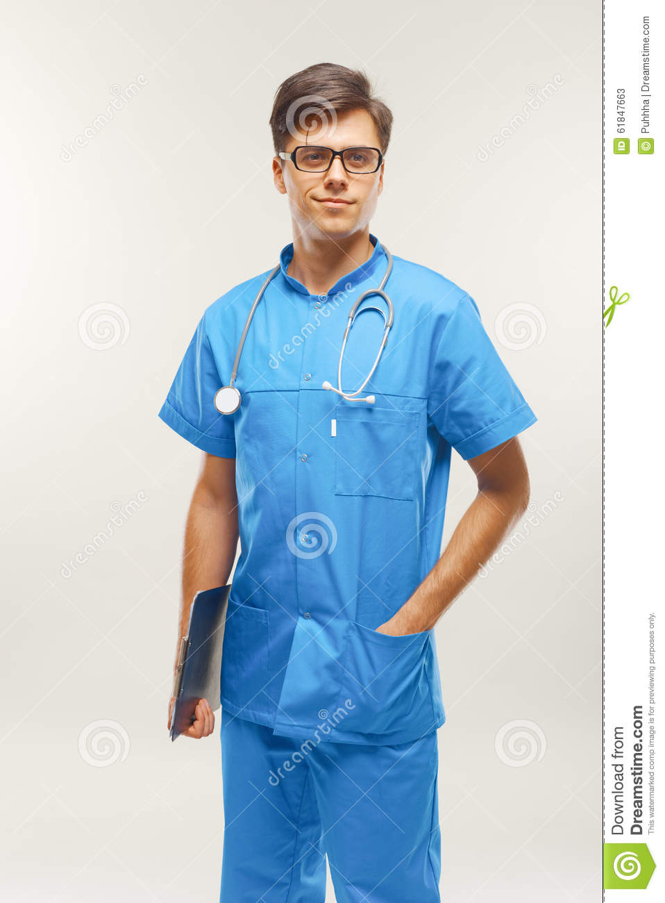 Docteur With Stethoscope Around son cou contre Grey Background