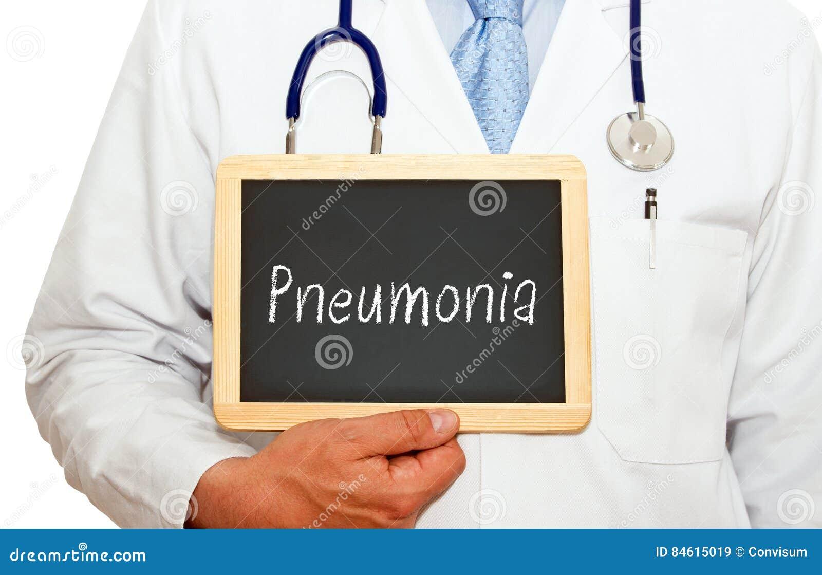 Doctor con la pizarra de la pulmonía