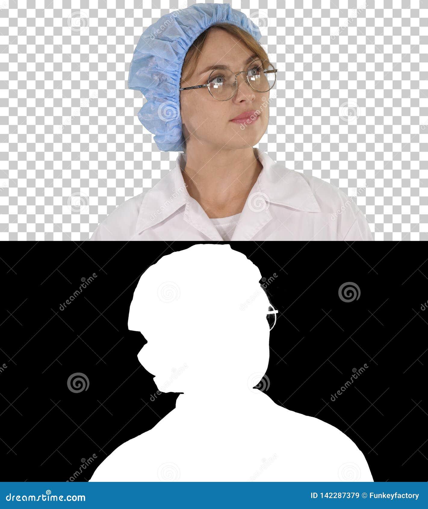 Doctor de la mujer en vidrios y sombrero que da une vuelta y que mira, Alpha Channel
