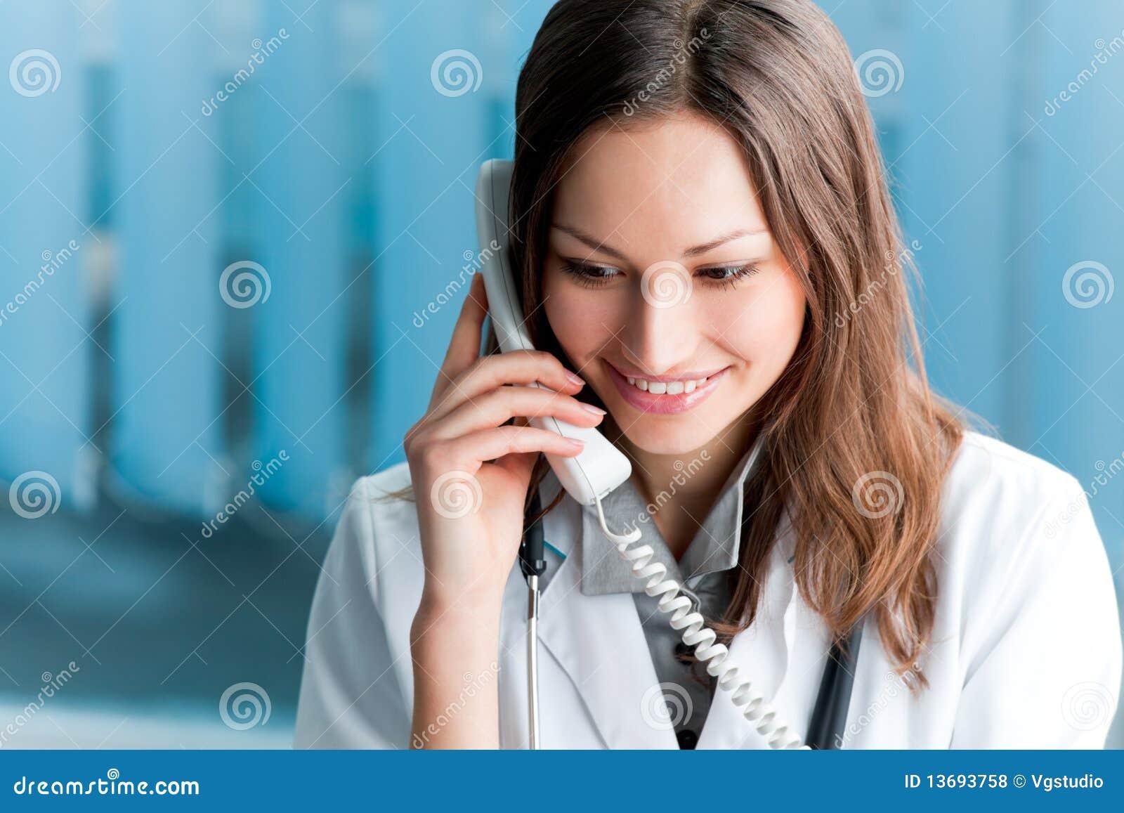 Doctor en el teléfono