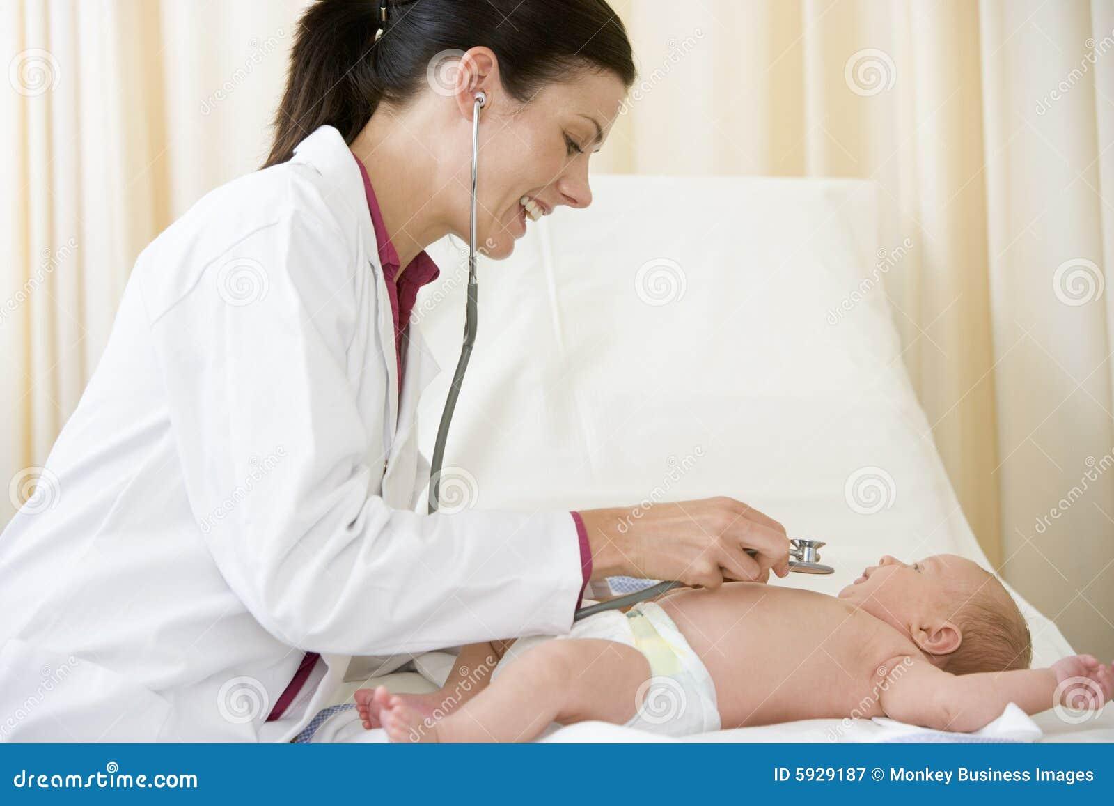 Смотреть девочка на медосмотре у врача 15 фотография