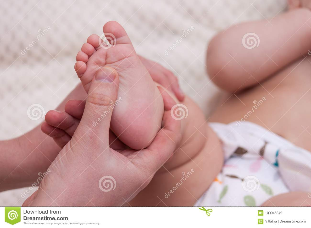 Massage for infants: how to prevent flat feet