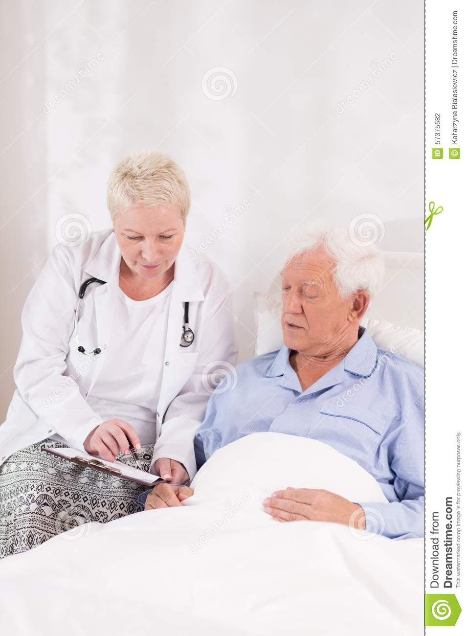 doctor interviewing patient before operation stock photo image doctor interviewing patient before operation
