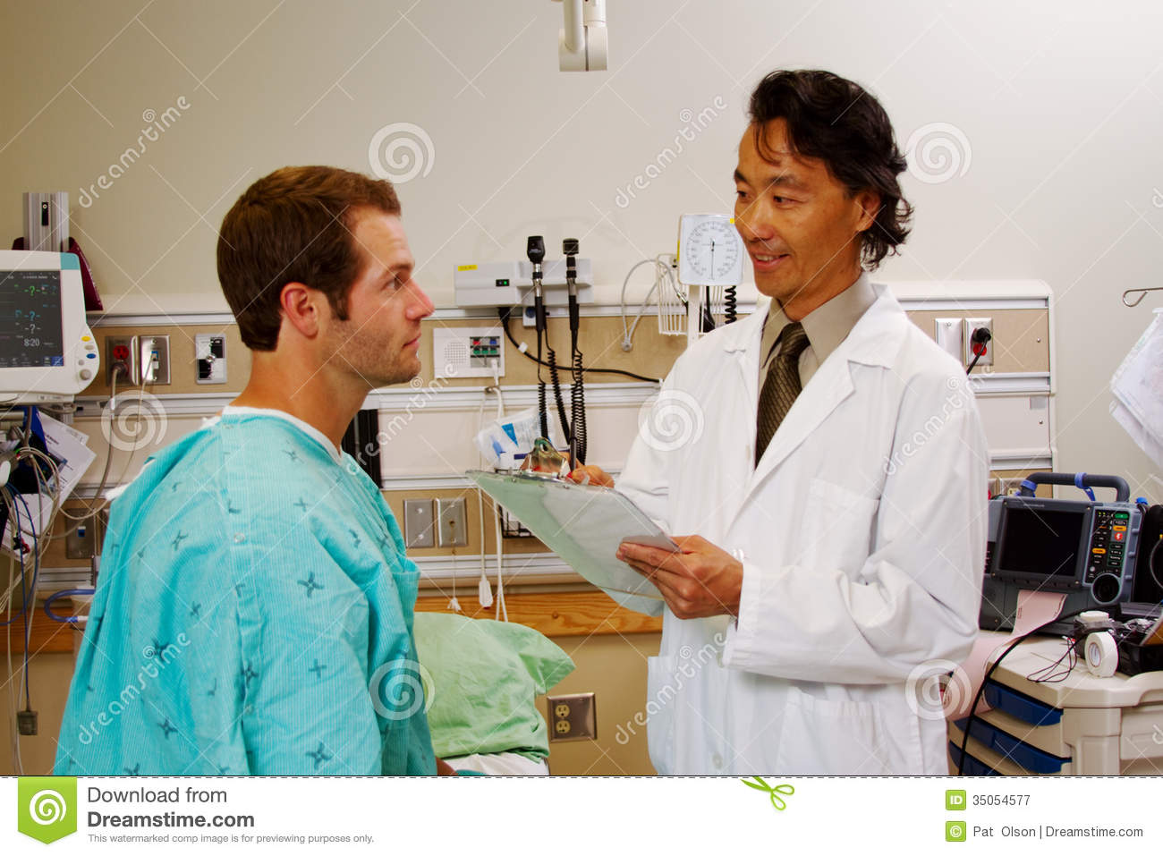 doctor interviewing patient royalty stock photography image doctor interviewing patient