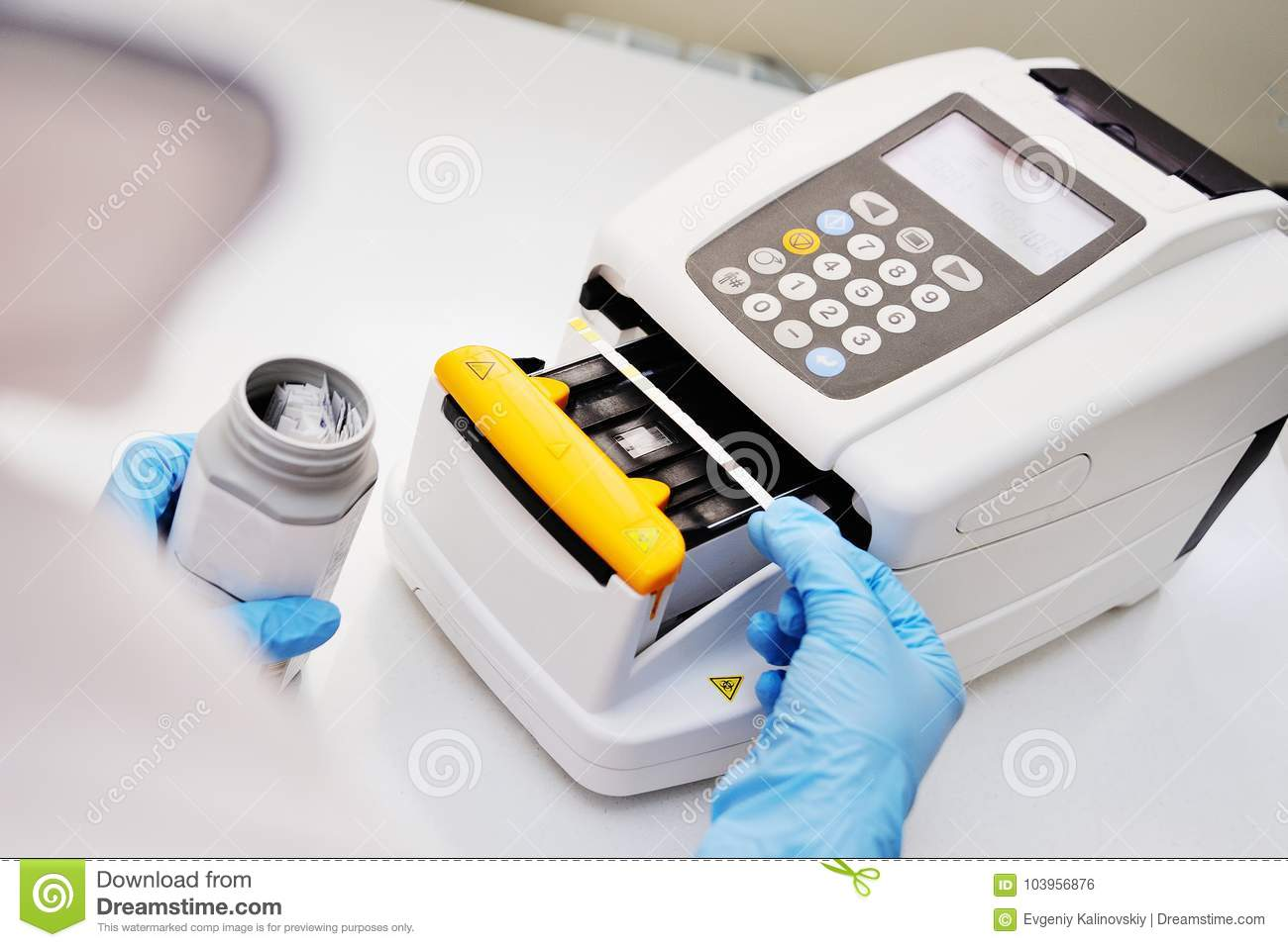 A doctor or lab assistant makes a urine test