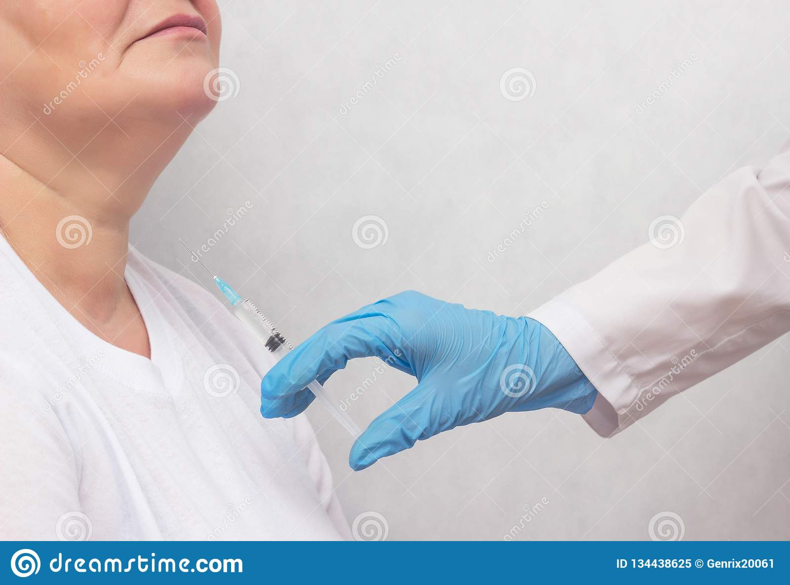 The doctor makes the woman puncture the thyroid gland to clarify the diagnosis, cancer, copy space