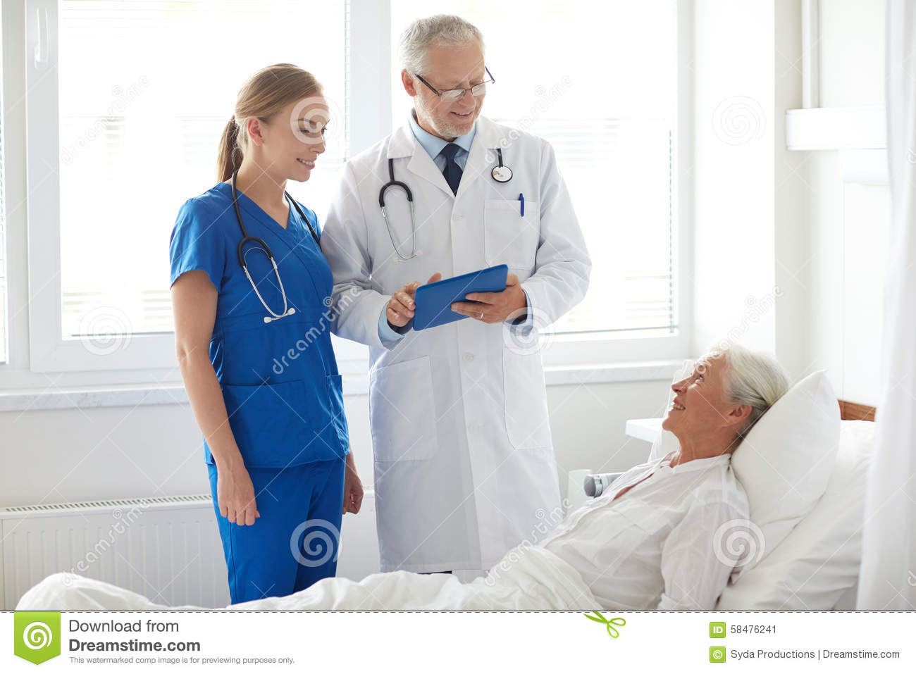 a focus on the job of a geriatric clinical nurse specialist Adult-gerontological clinical nurse specialist: critical care/trauma  which a  specific focus on complex and vulnerable adult and older adult populations   work and/or complete clinical practica and residencies in the sub-specialty area.