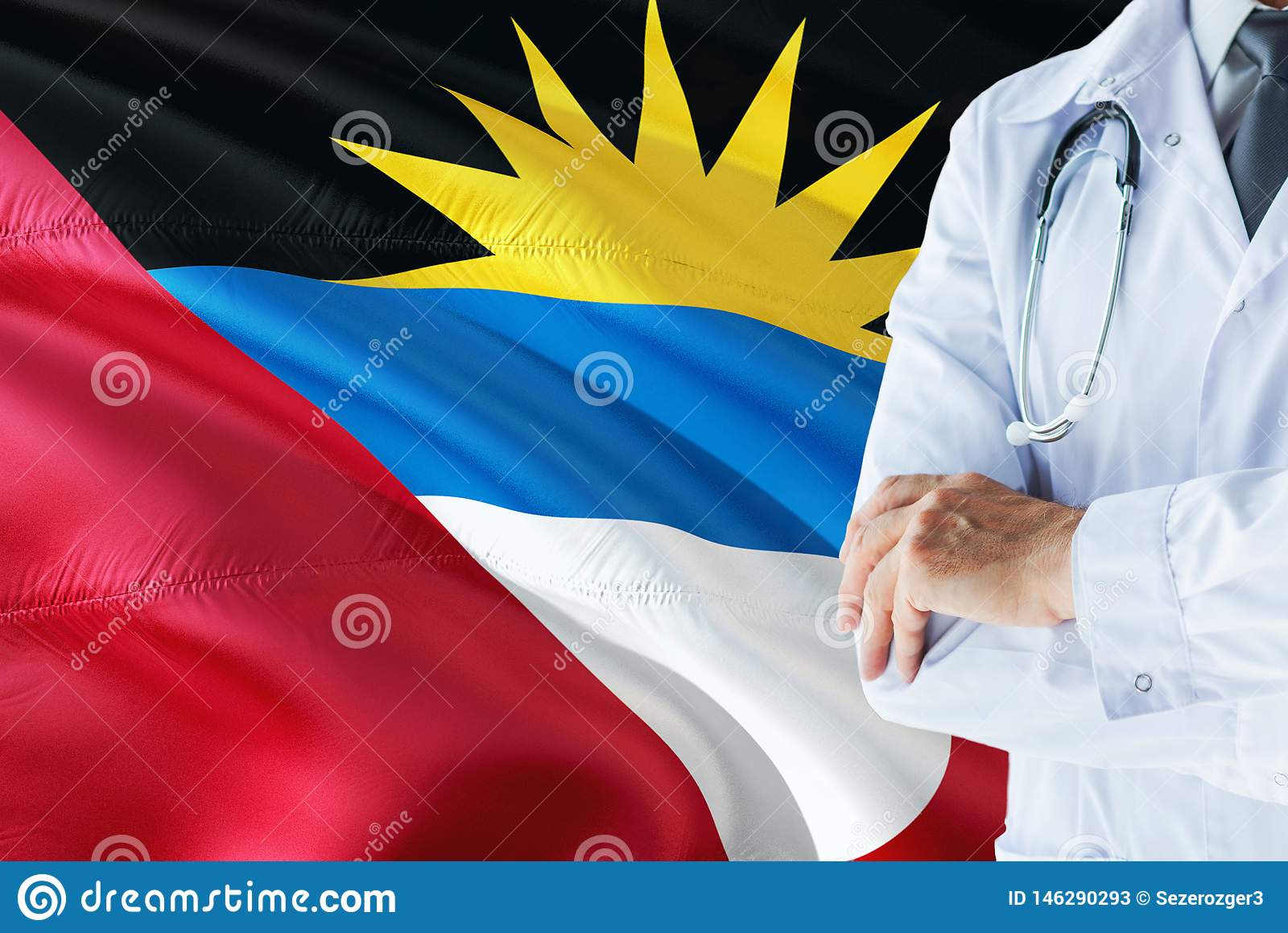 Doctor que se coloca con el estetoscopio en fondo de la bandera de Antigua y de Barbuda Concepto de sistema sanitario nacional, t