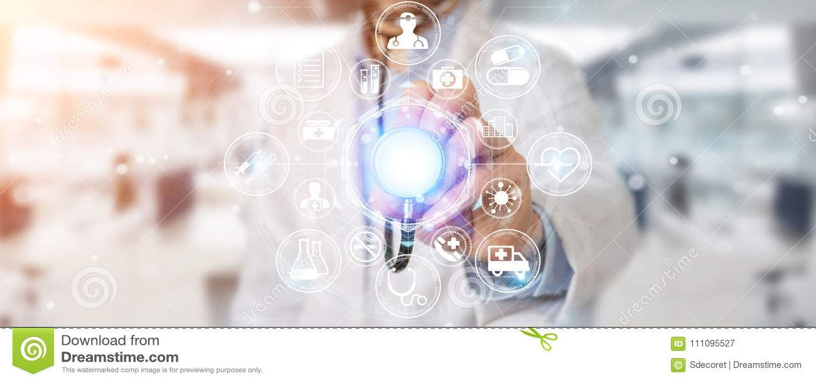 Doctor que usa la representación futurista médica digital del interfaz 3D