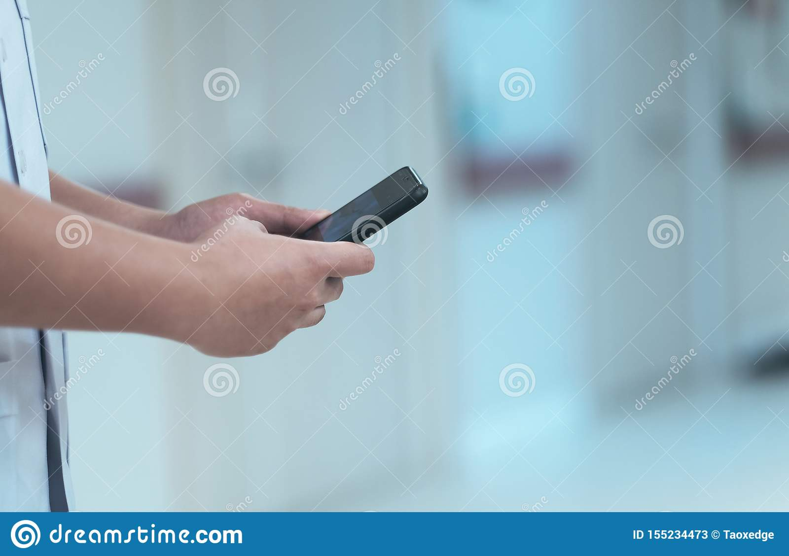 A doctor used smartphone for treatment a patient