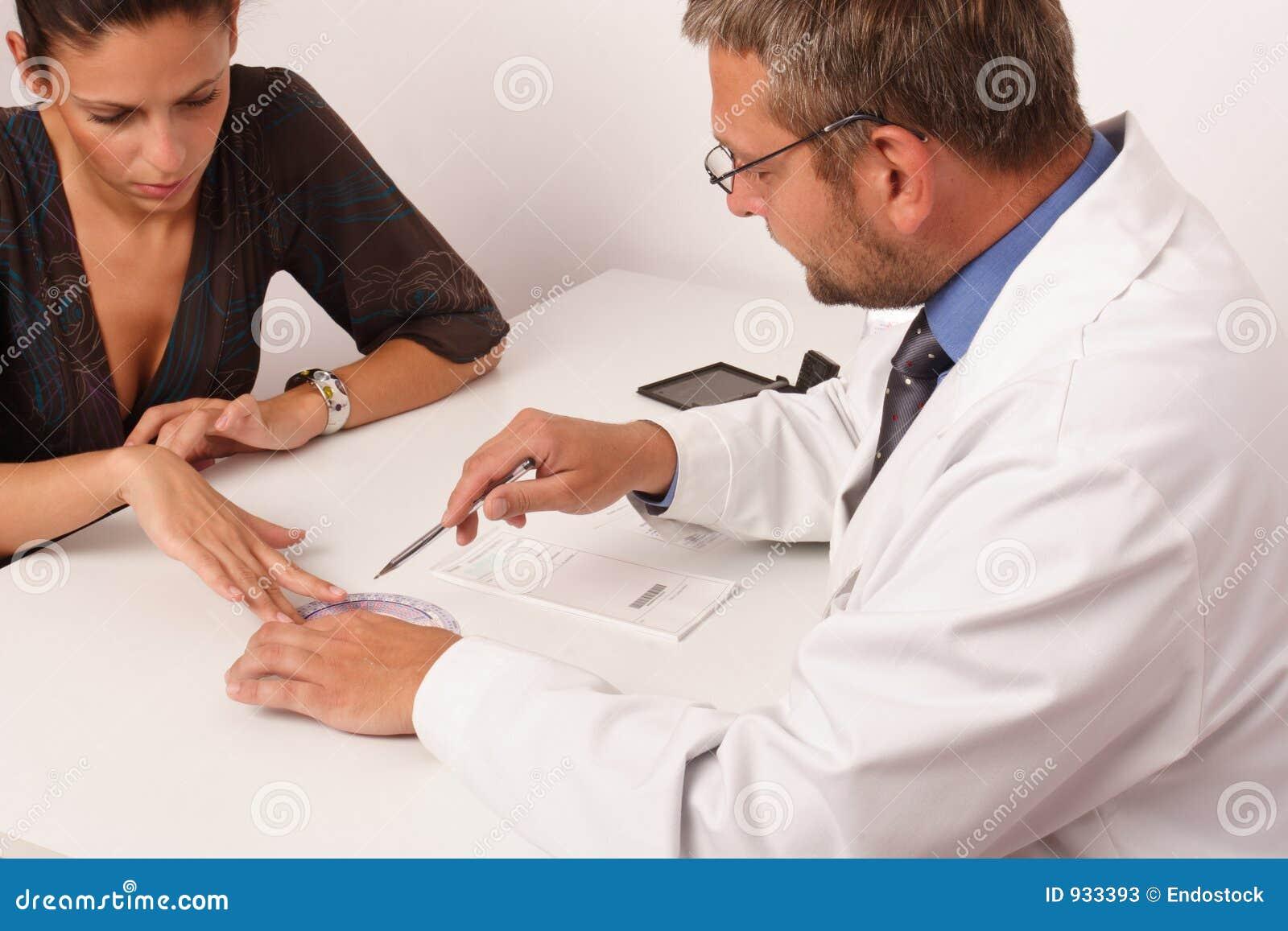 Doctor y paciente teniendo sexo