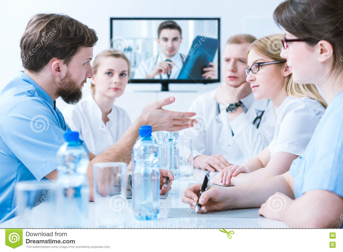 Doctors on medical consultation