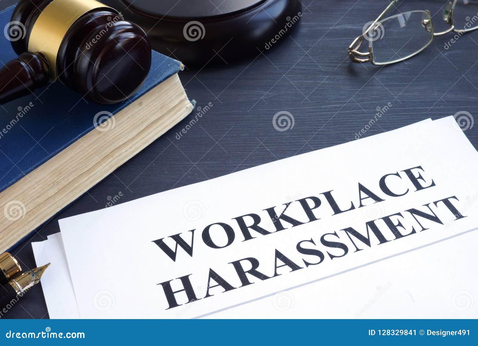 Documenti circa molestie del posto di lavoro in una corte
