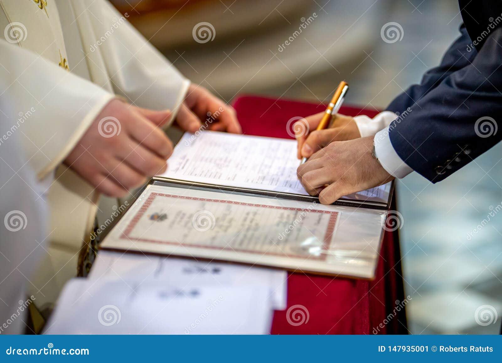 Documento de las muestras del novio en el registro del matrimonio