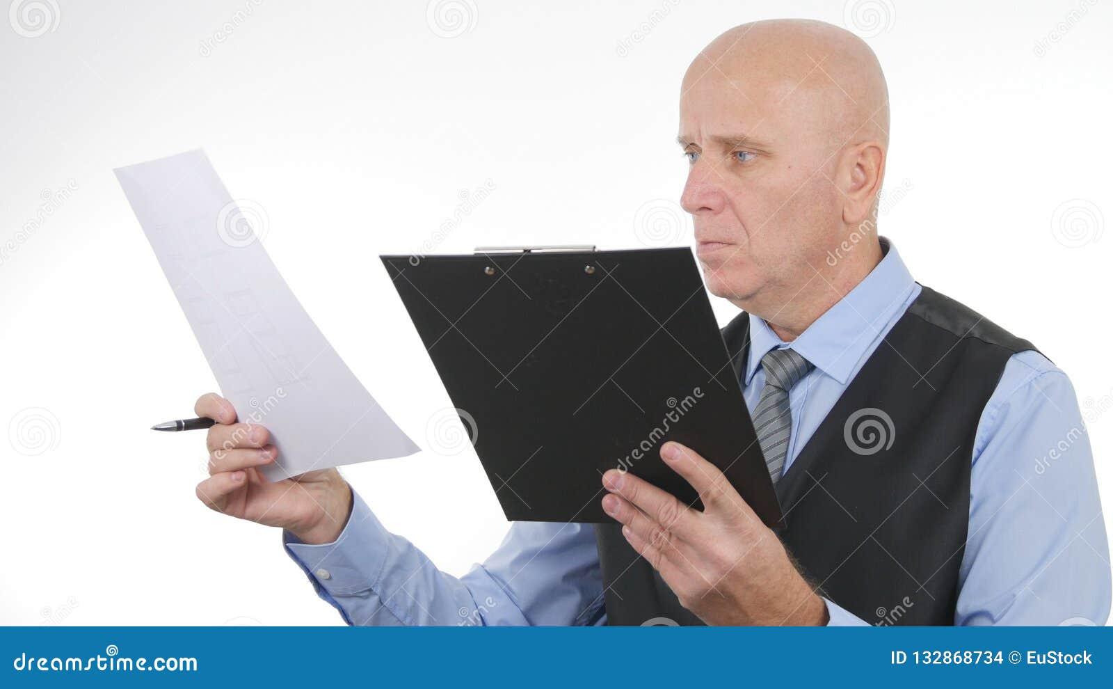 Documentos e contratos de Image Verify Financial do homem de negócios