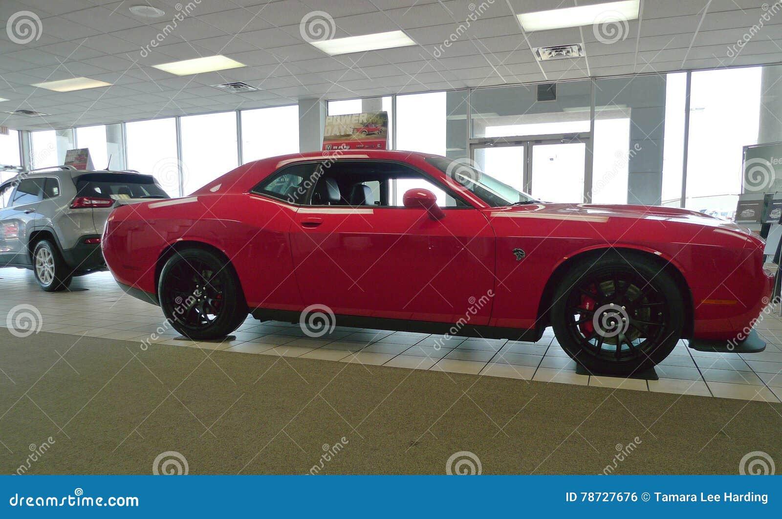 Dodge utmanareHellcat på visningslokalgolv