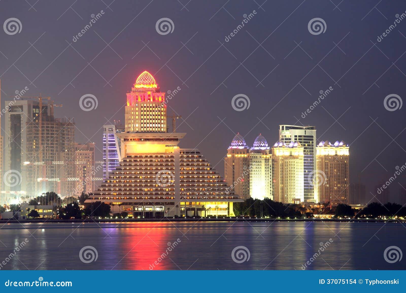 Download Doha Linia Horyzontu Przy Nocą. Katar Zdjęcie Stock - Obraz złożonej z katar, półmrok: 37075154