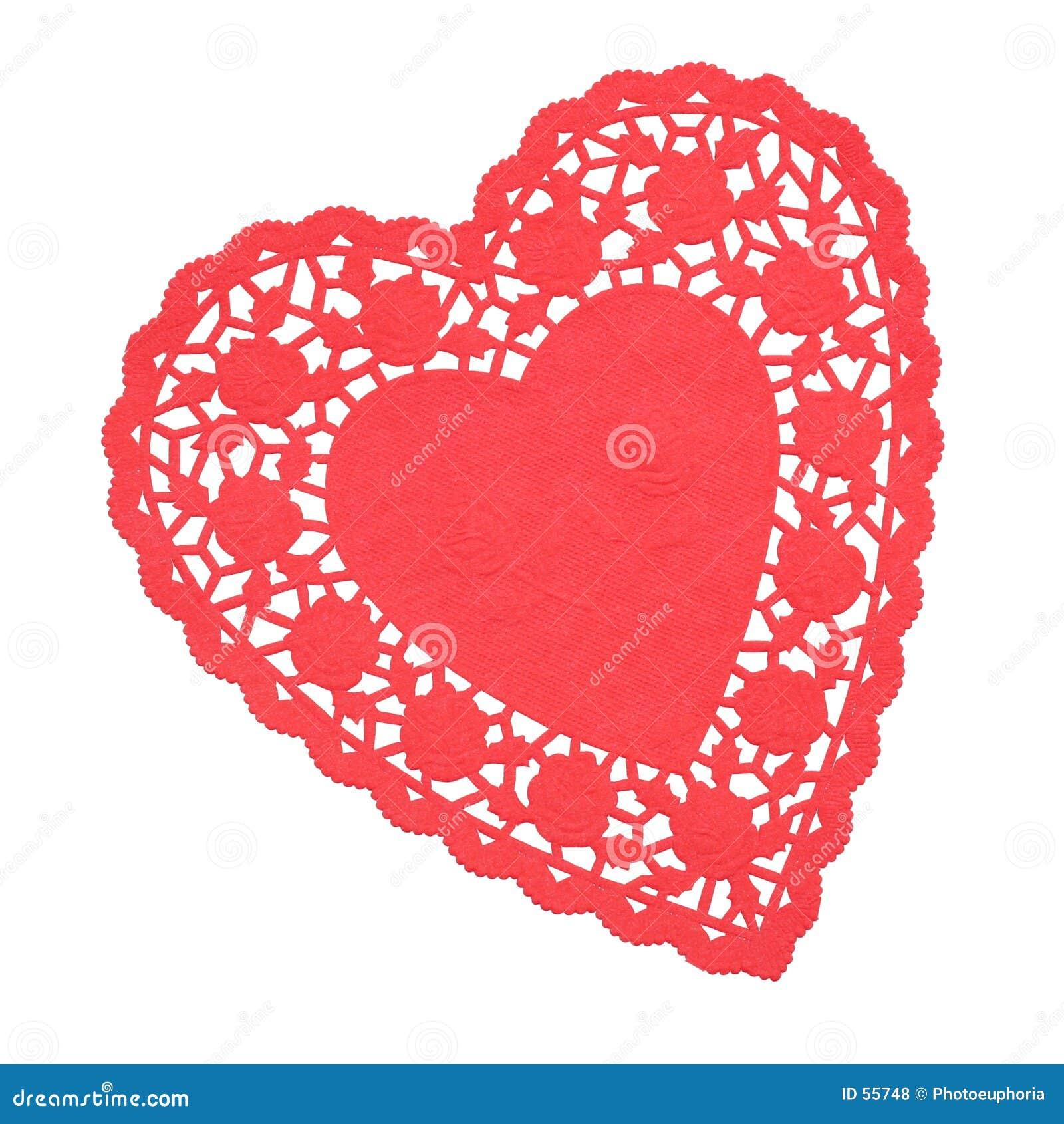Doilie en forma de corazón rojo aislado