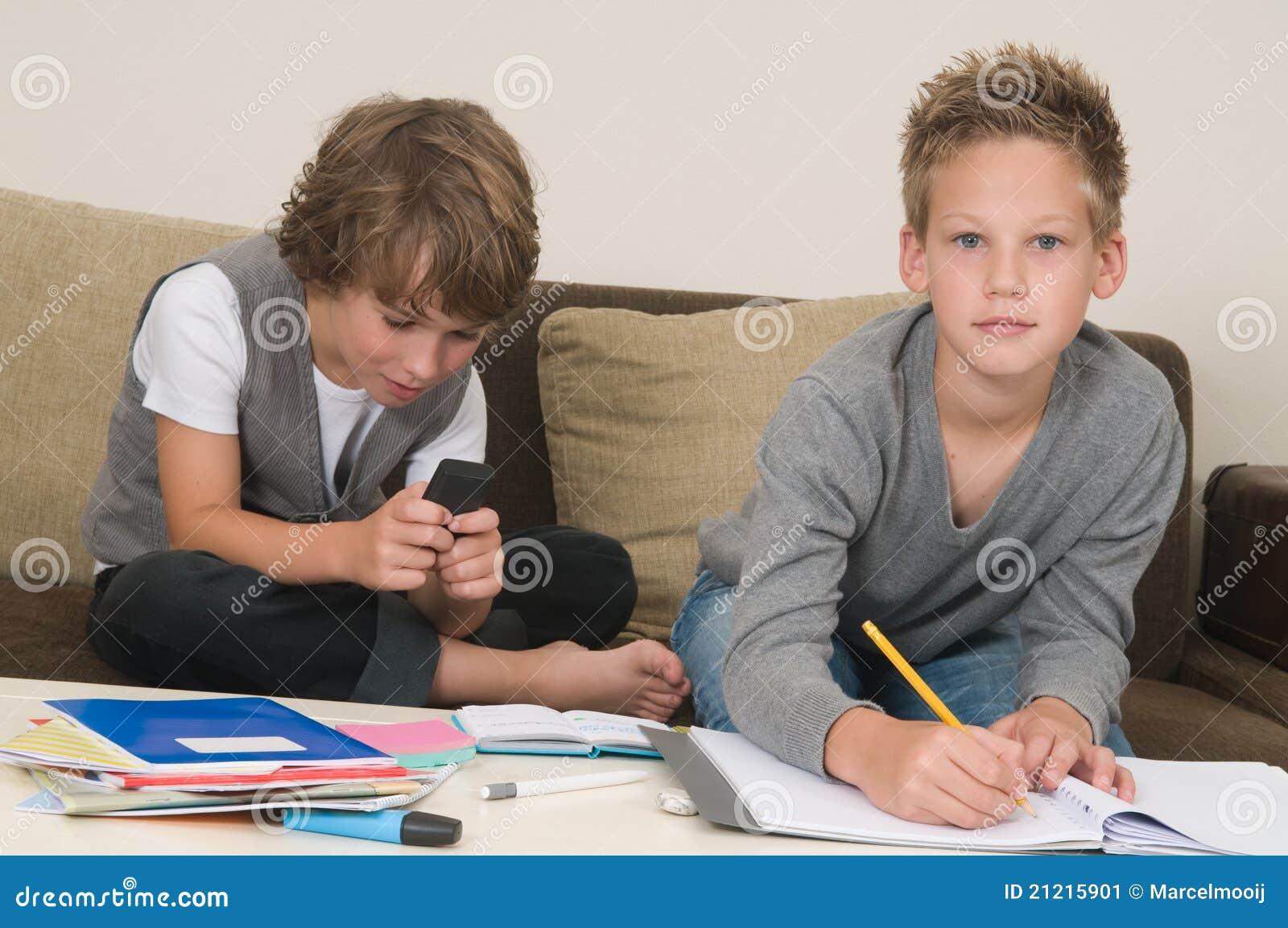 Doing homework while gaming
