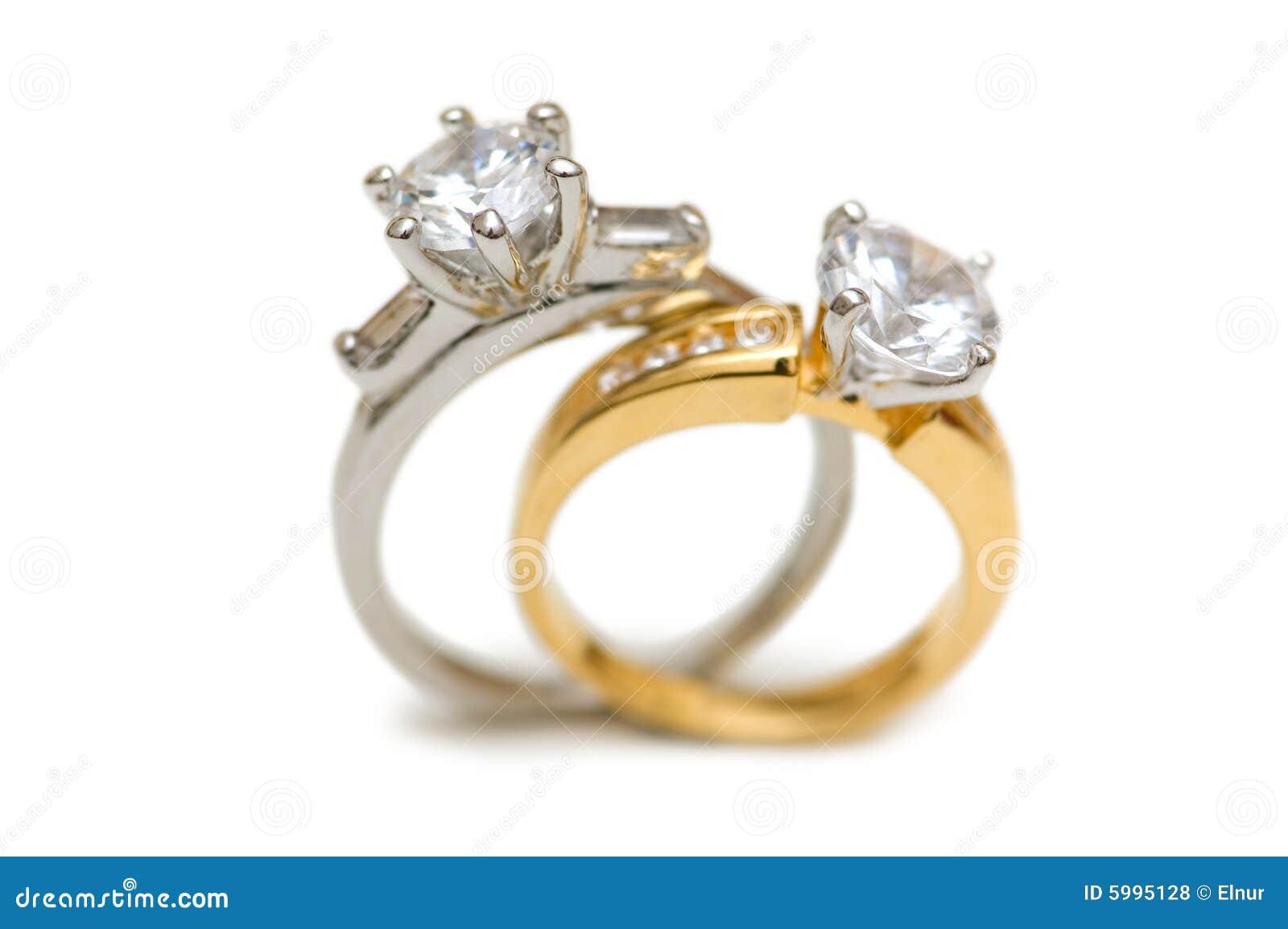 Dois anéis de diamante wedding