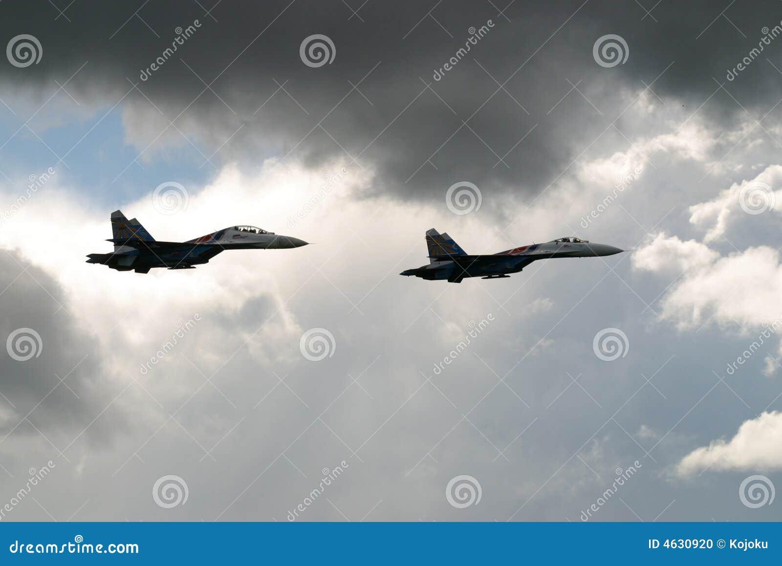 Dois aviões de combate do russo