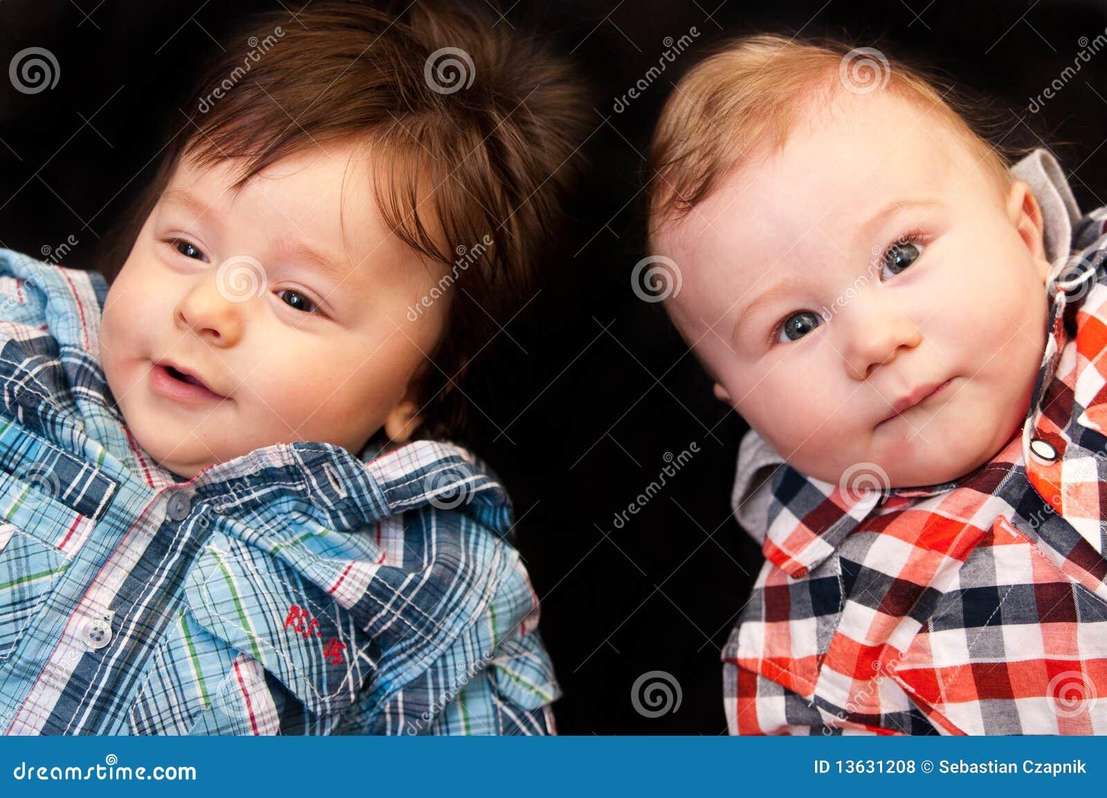 Dois bebés