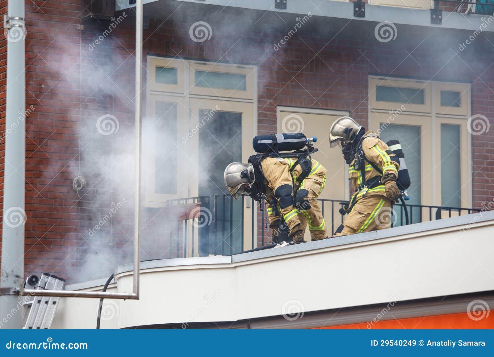 Dois bombeiros