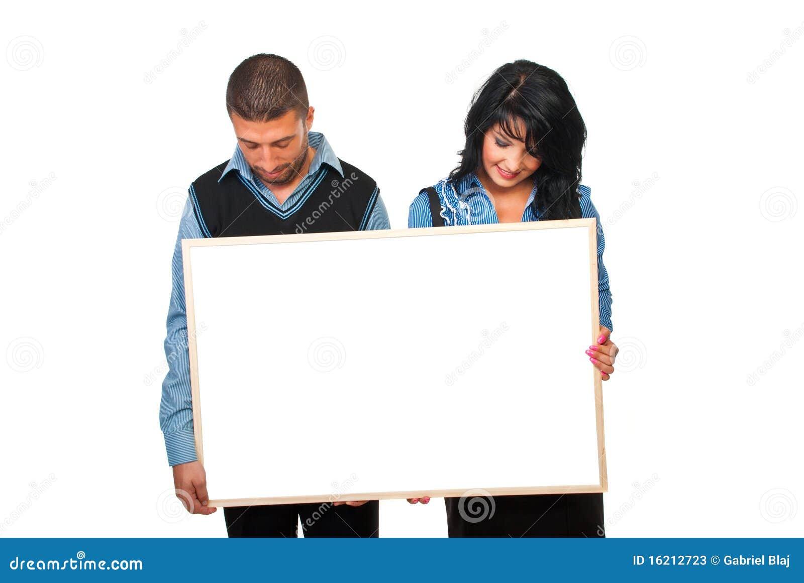 Dois executivos com cartão