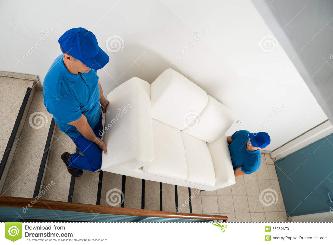 Dois motores que levam Sofa On Staircase