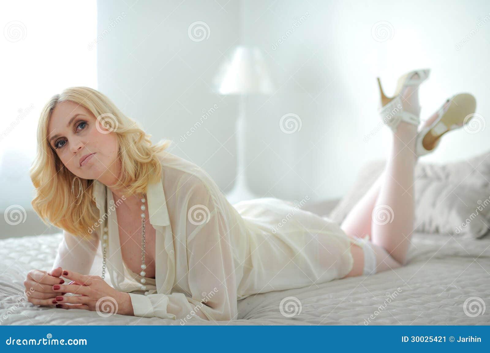 Seksowne dojrzałe zdjęcia bielizny